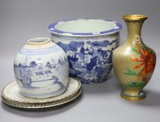 A Chinese blue and white jardiniere, a jar, a cloisonne vase and a pair of plates, tallest 25cm