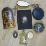 A quantity of mixed collectables to include a mother of pearl and faux tortoiseshell brush, a