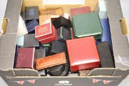 Forty eight assorted mainly jewellery boxes including one Goldsmiths & Silversmiths gilt tooled