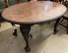 A 1920's oval extending Victorian dining table,- winder, no leaves, length 132cm, depth 106cm,