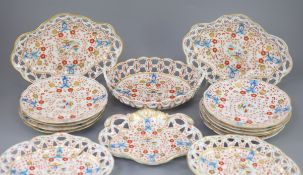 A rare Chamberlains Worcester Kakiemon pattern part dessert service, c.1820, each piece painted to