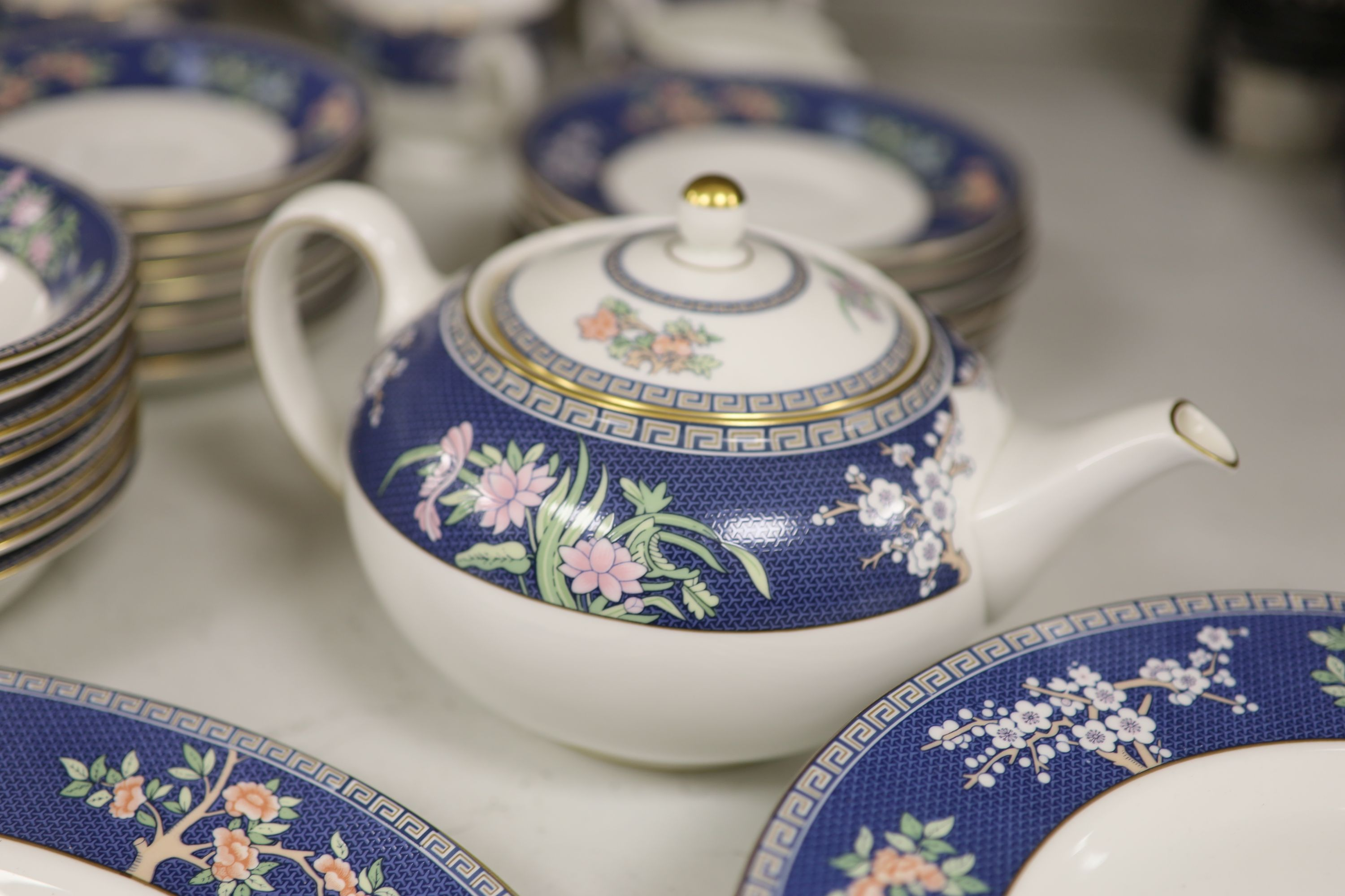 """A Wedgwood bone china """"Blue Siam"""" tea and dinner service - Image 3 of 6"""