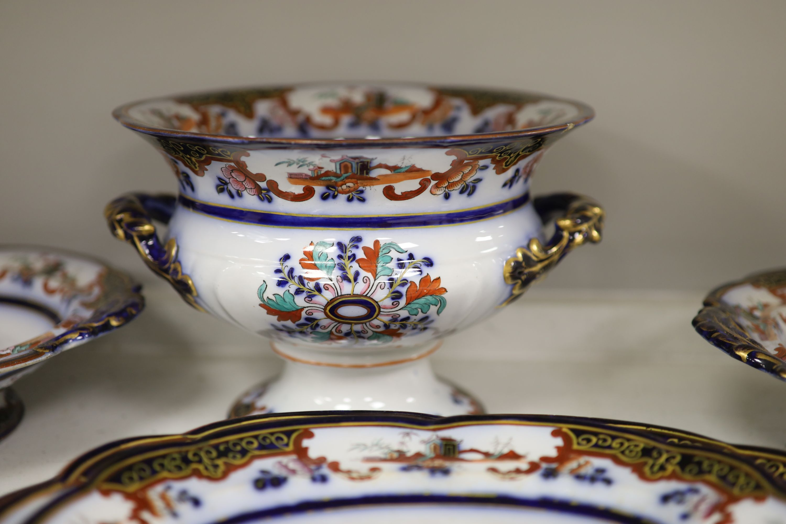 A 19th century earthenware dinner service - Image 6 of 7