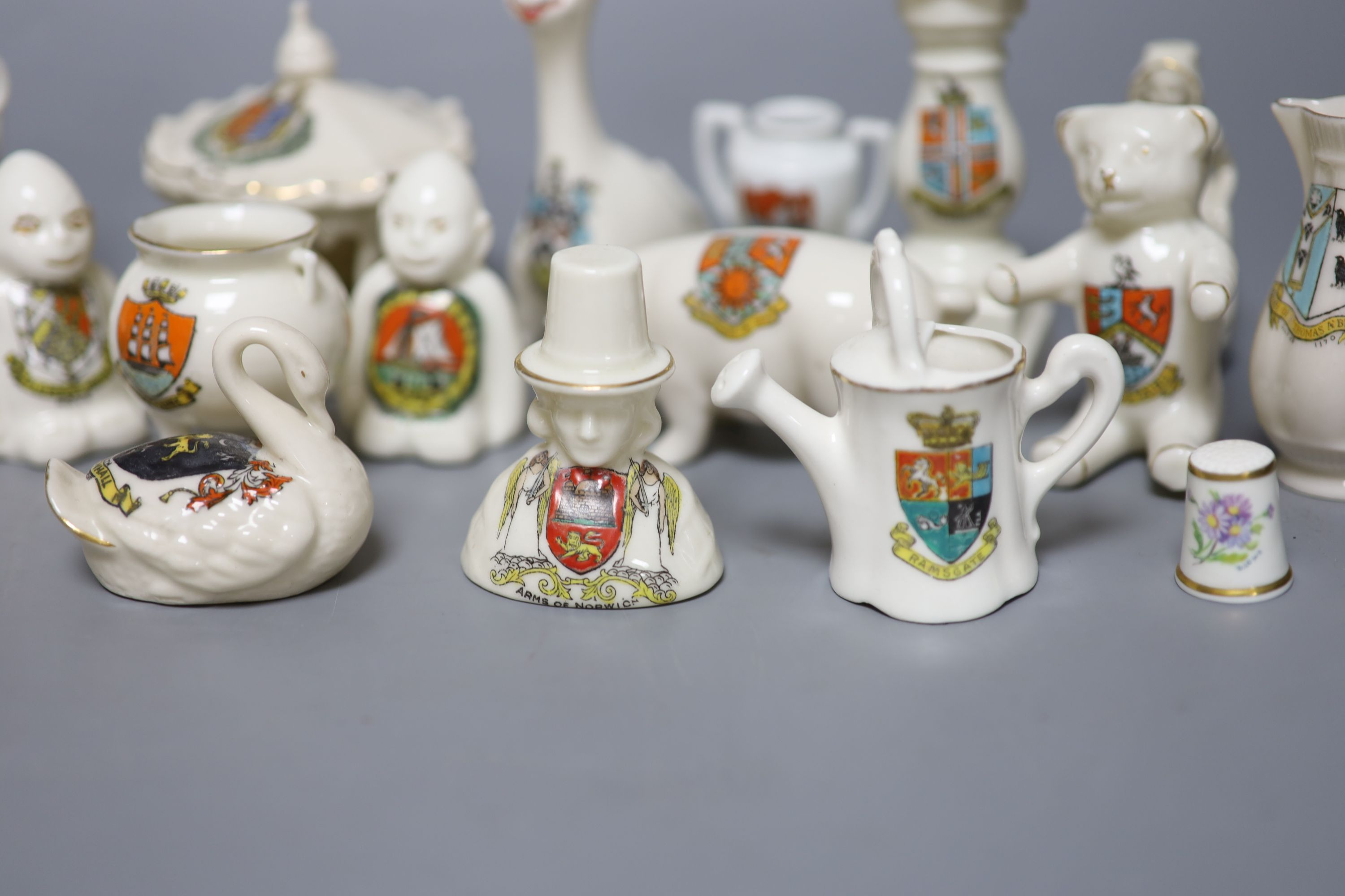 A small collection of crested china - Image 5 of 9
