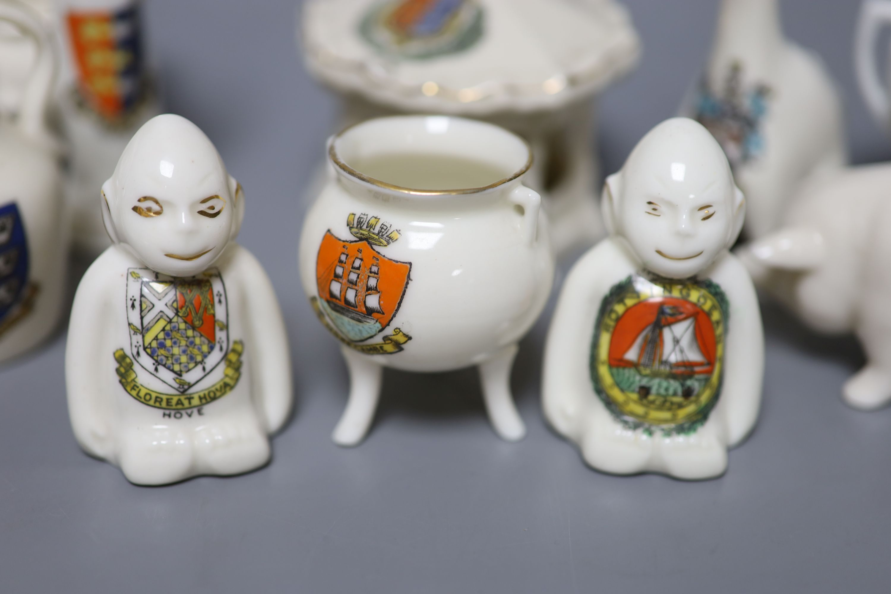 A small collection of crested china - Image 7 of 9