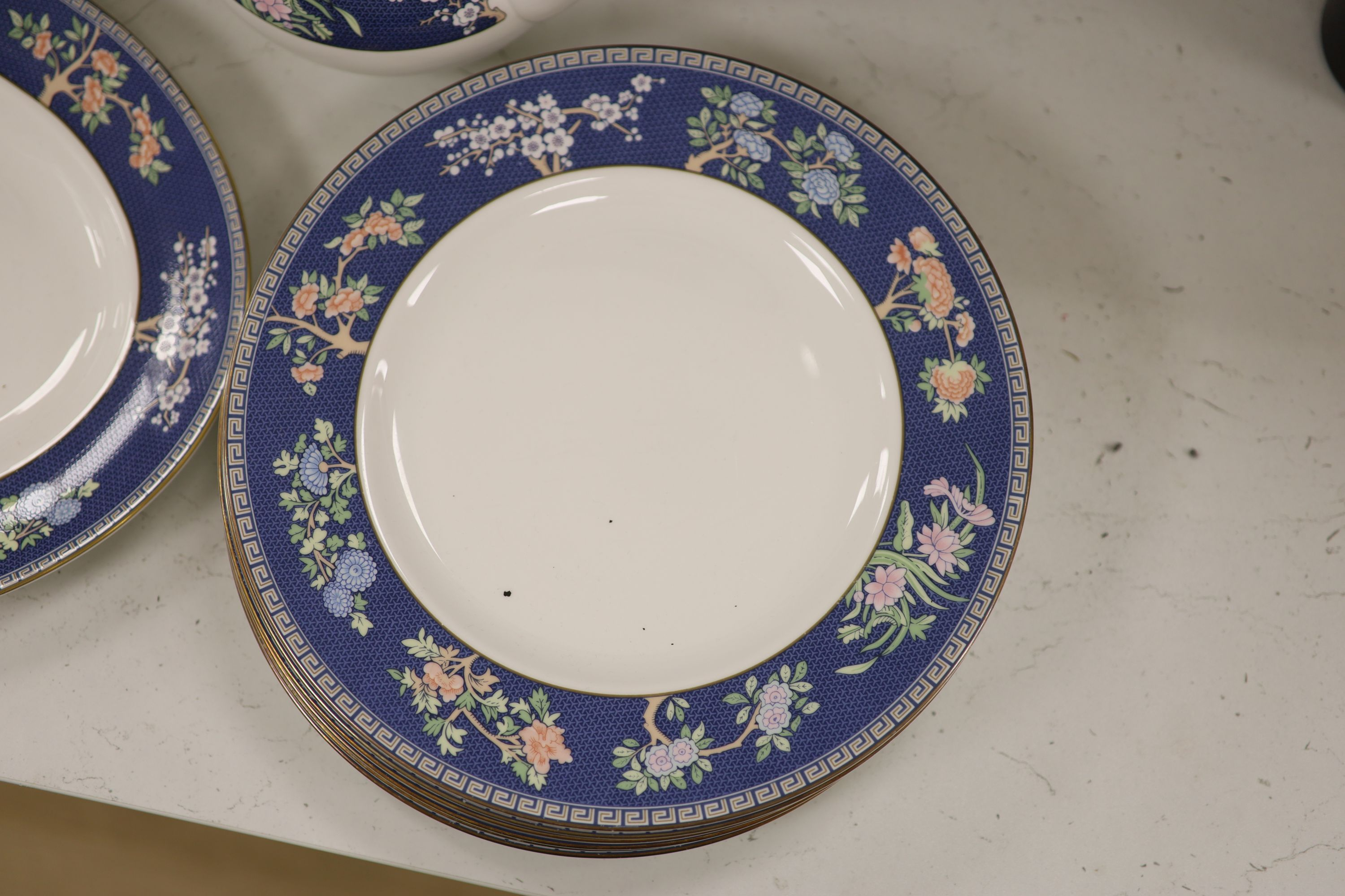 """A Wedgwood bone china """"Blue Siam"""" tea and dinner service - Image 2 of 6"""