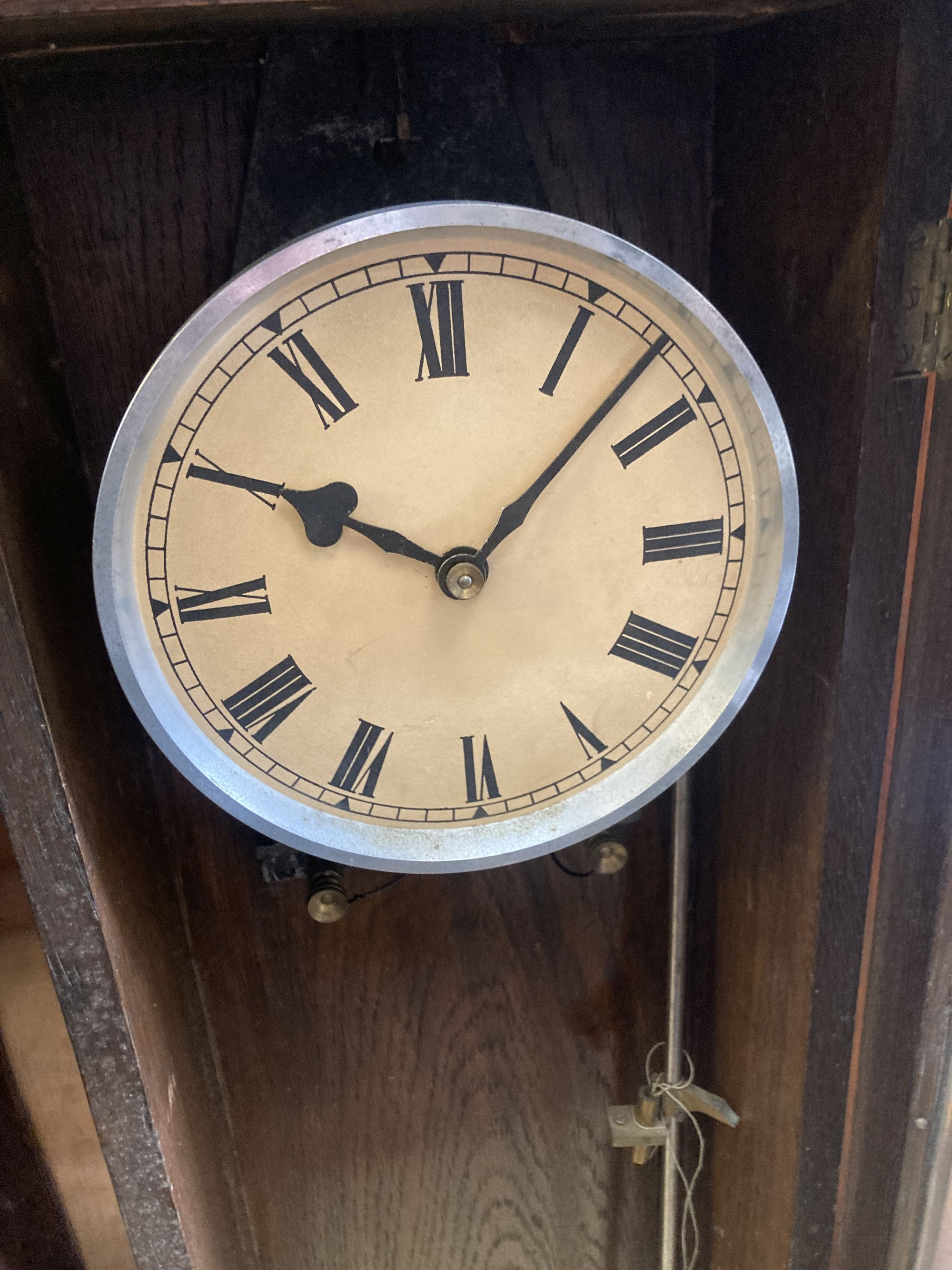 An early 20th century oak cased electric pendulum clock - Image 3 of 4