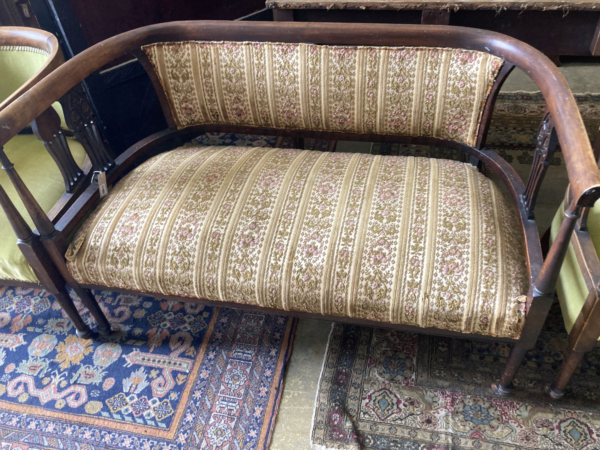 A late Victorian stained beech three piece tub framed salon suite - Image 4 of 7