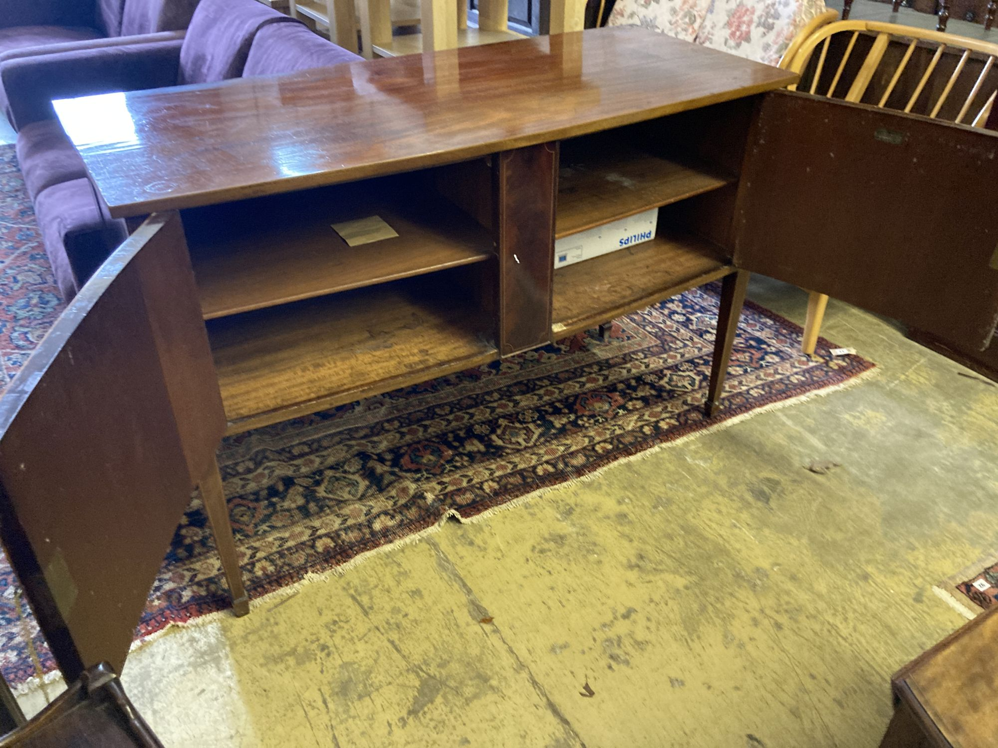 An Edwardian mahogany bow fronted sideboard, length 137cm, depth 60cm, height 91cm - Image 7 of 7
