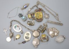 Mixed silver and jewellery, including an Edwardian silver sovereign case on fancy albertina, three