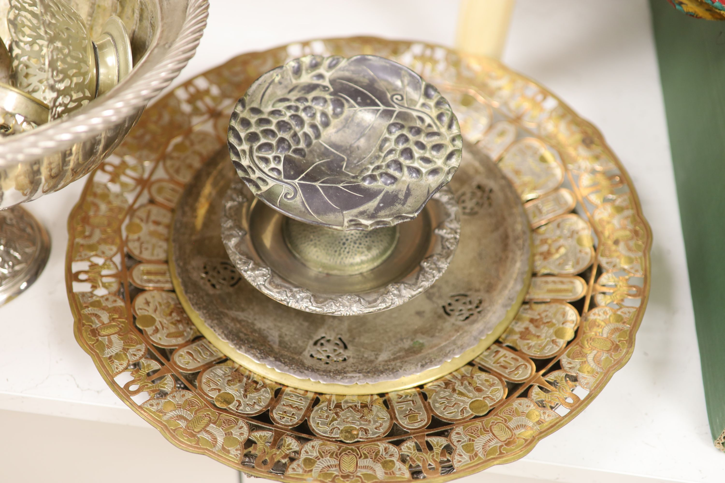 A quantity of mixed plated wares - Image 3 of 5