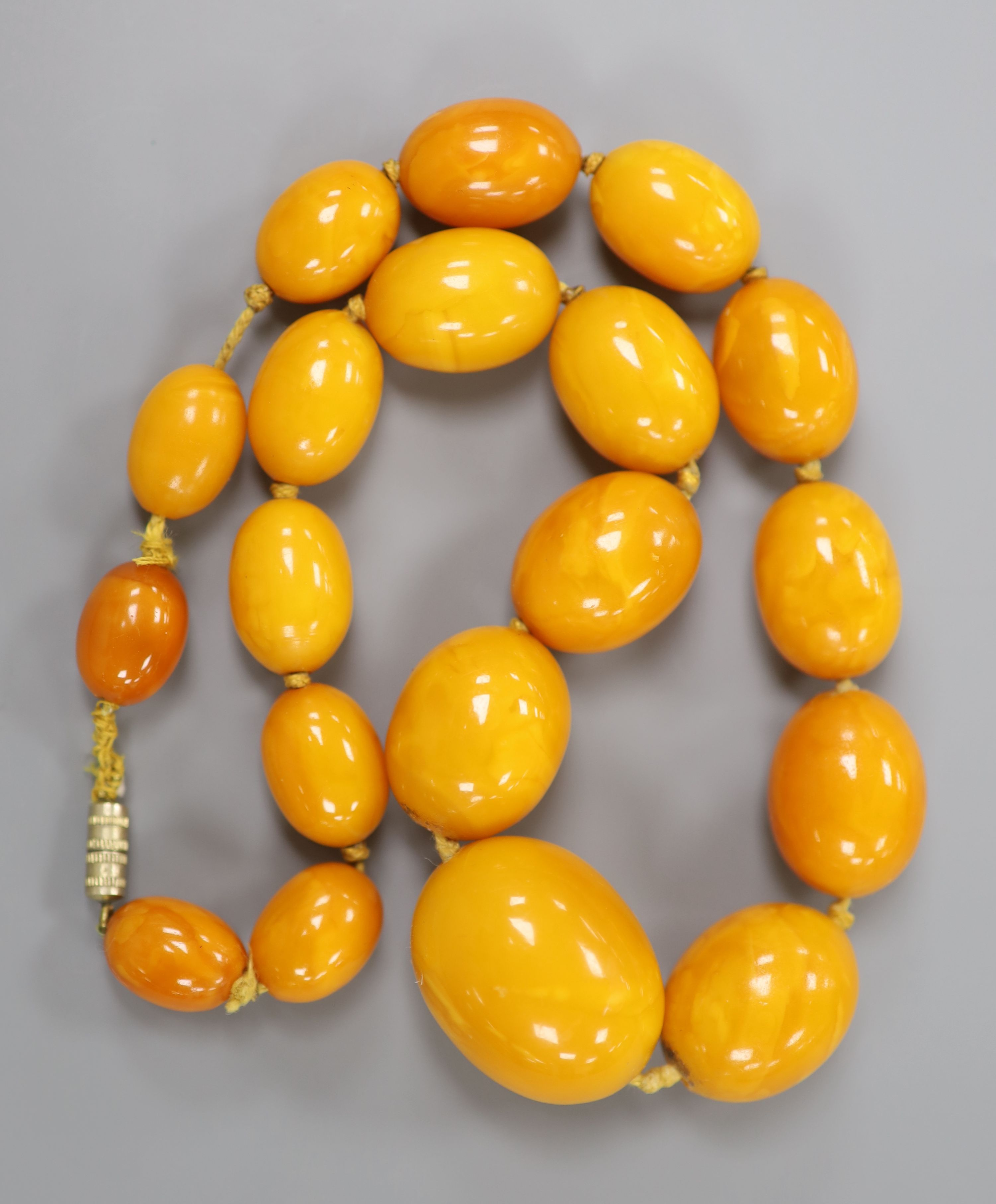 A single strand graduated oval amber bead necklace, 40cm, gross 46 grams.CONDITION: Largest bead - Image 3 of 3