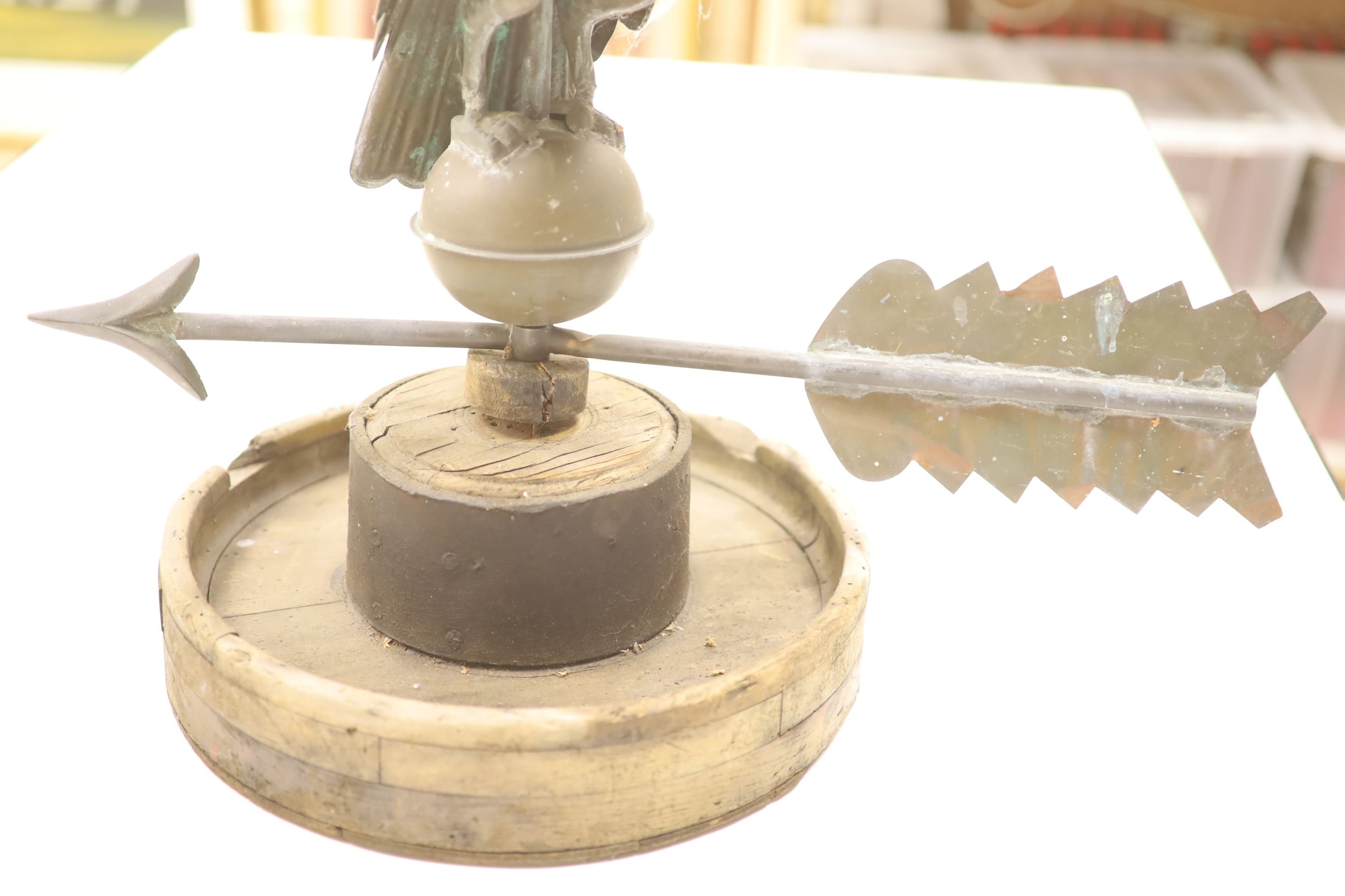 A 19th century American copper weather vane, modelled as an eagle, on an associated wooden base, - Image 4 of 6
