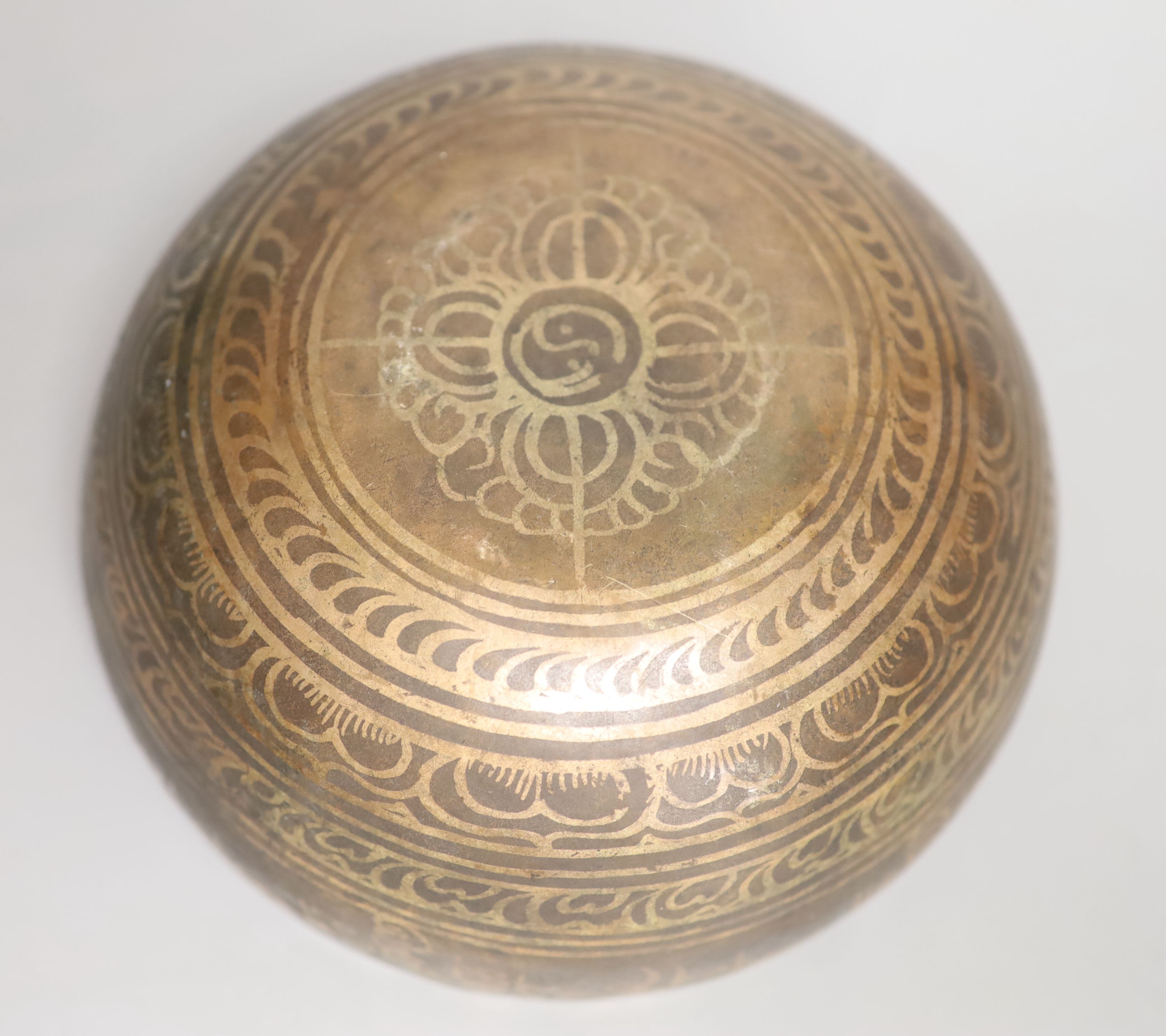A Middle Eastern white metal and copper damascened bell, banded with foliate patterns and Arabic - Image 3 of 3