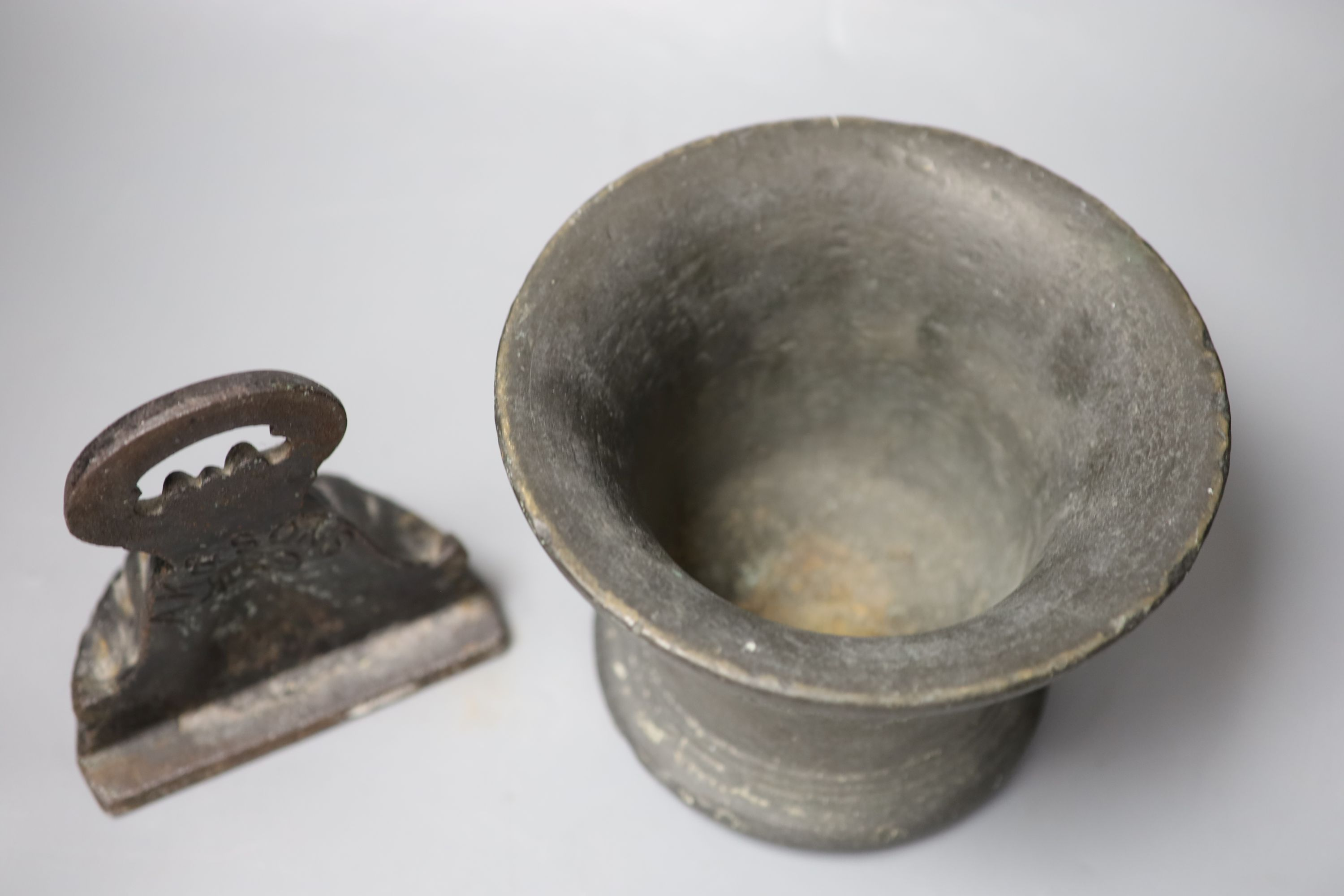 A 16th/17th century bronze mortar, height 16cm, and a cast iron doorstop - Image 3 of 3