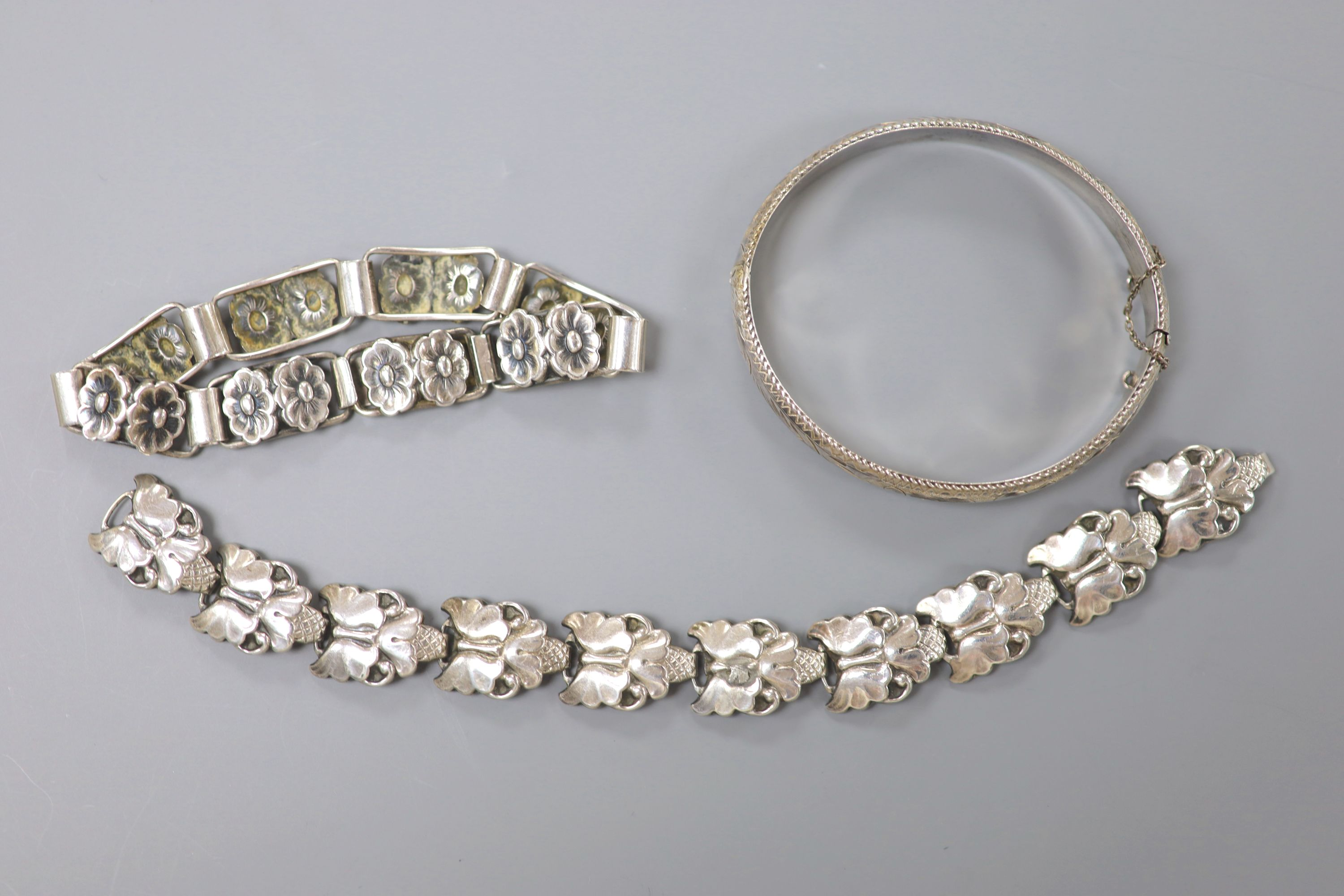 A 20th century Scandinavian 830S white metal stylised flower head bracelet, maker BH, 19cm, one - Image 2 of 3