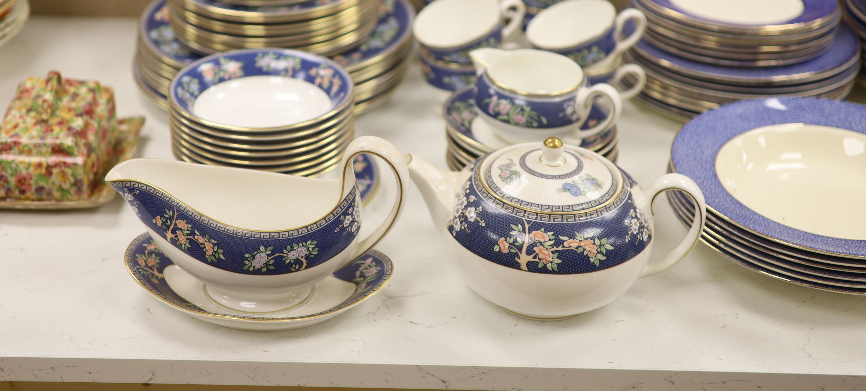 A Wedgwood 'Blue Siam' pattern part dinner service and other mixed ceramics - Image 5 of 8