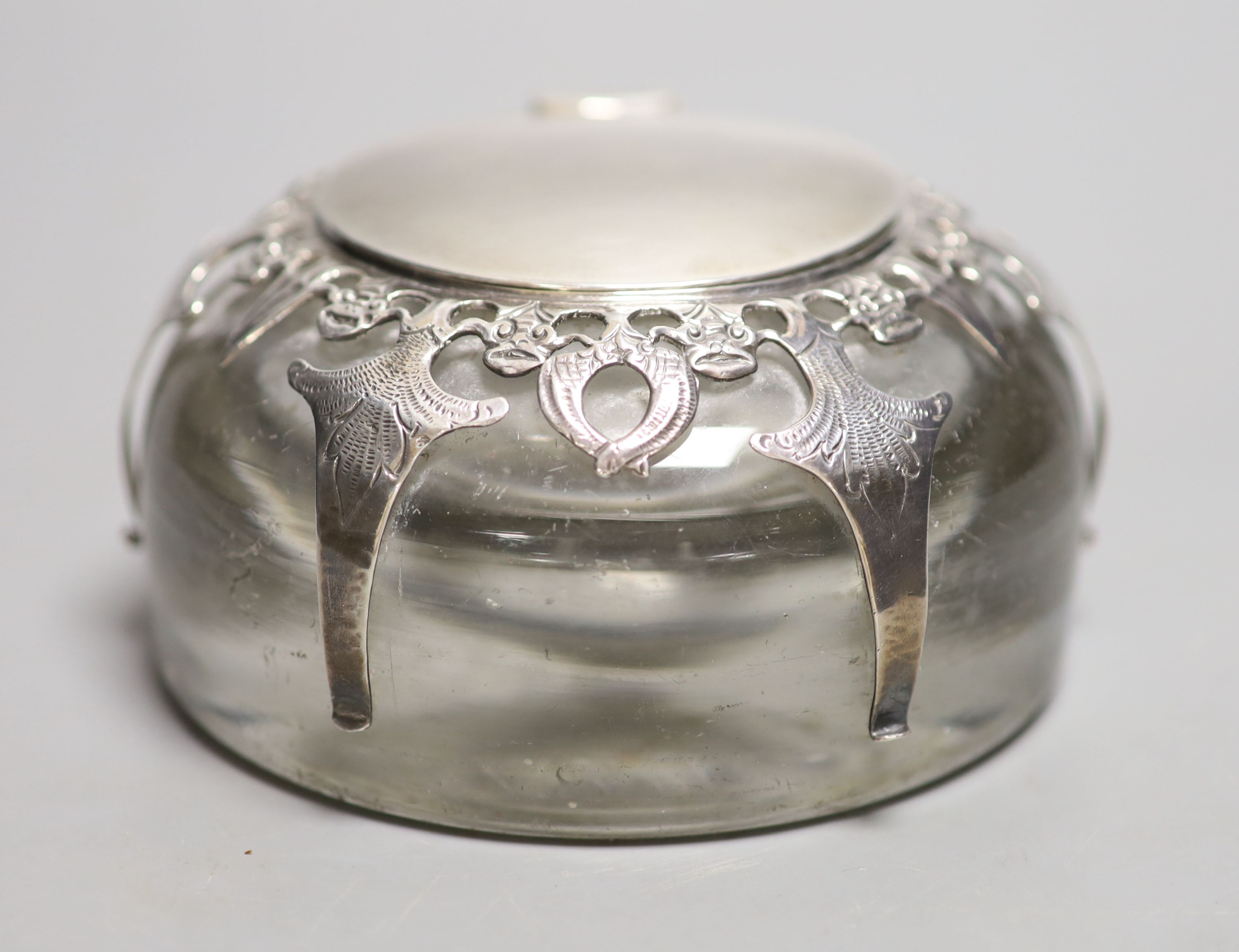 An Edwardian silver mounted domed glass inkwell, London, 1901, base diameter 12.3cm.