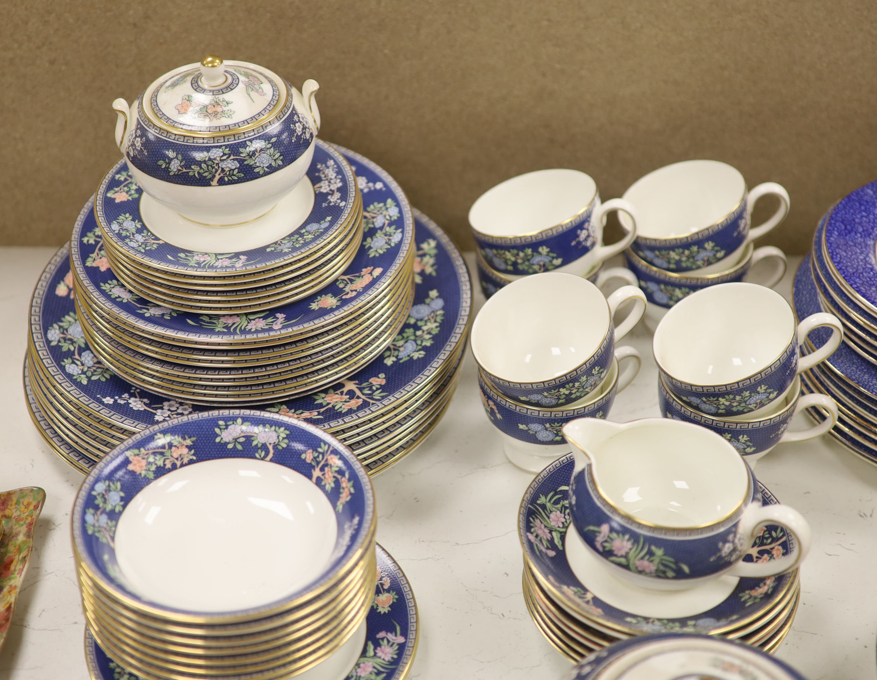 A Wedgwood 'Blue Siam' pattern part dinner service and other mixed ceramics - Image 6 of 8