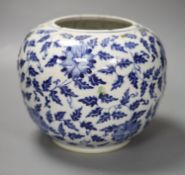 A Chinese blue and white jar, height 18cm (a.f.)