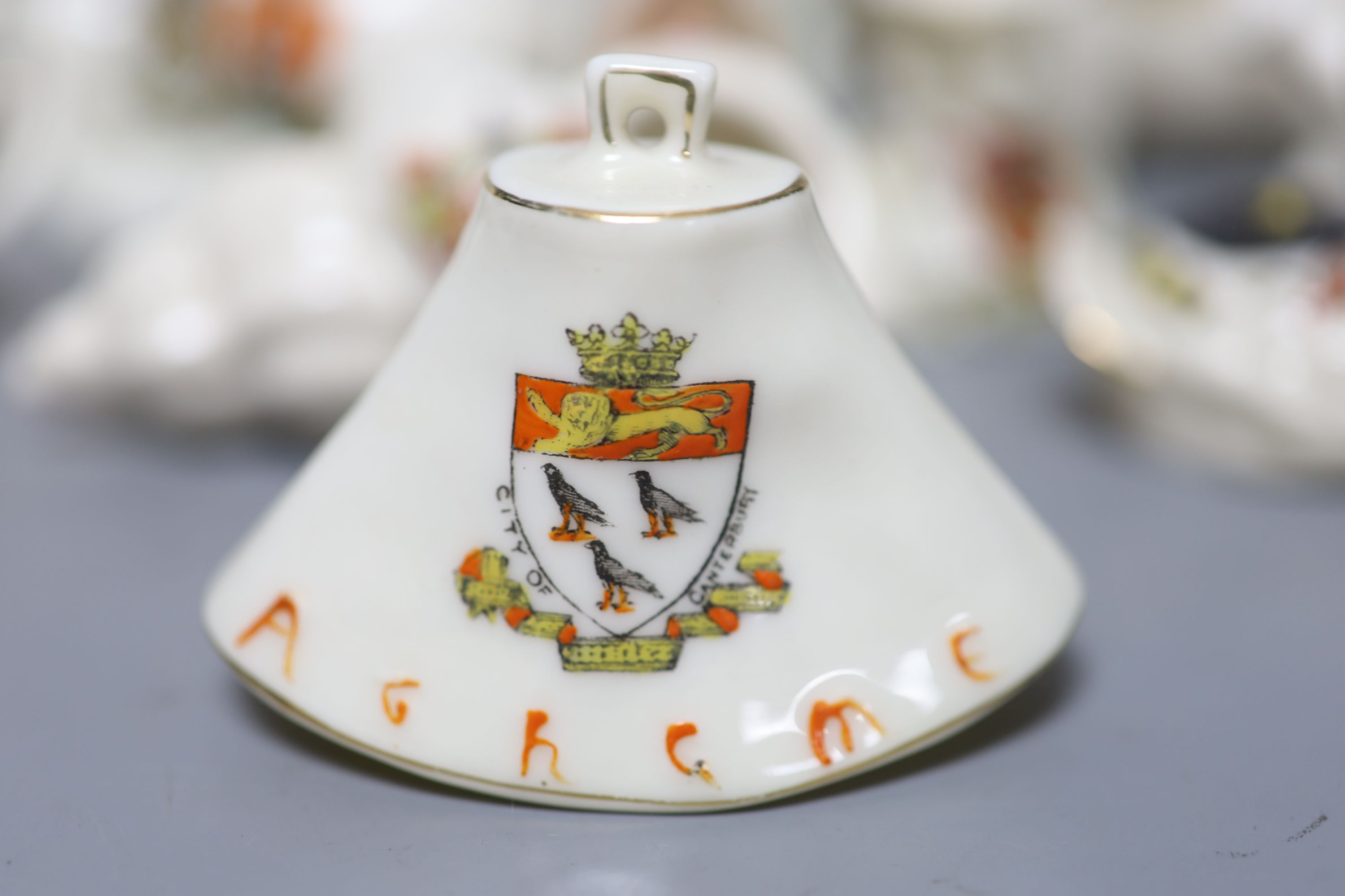 A small collection of crested china - Image 4 of 9