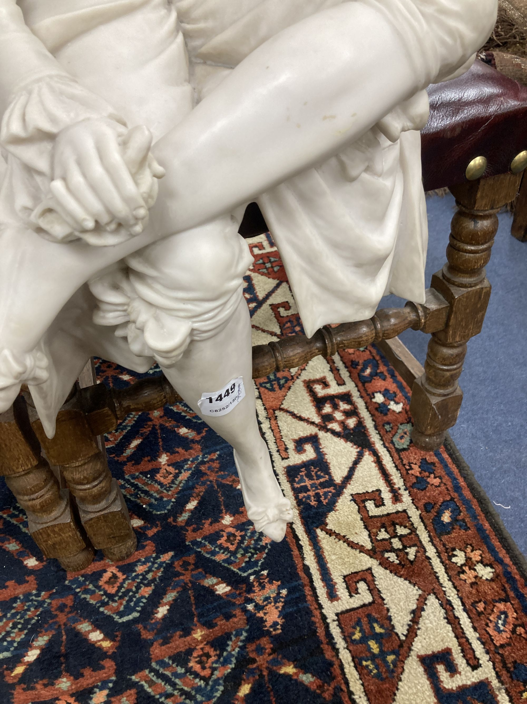 A pair of resin marble seated figures of a Dandy and a Dandizette on ebonised plinths - Image 6 of 7