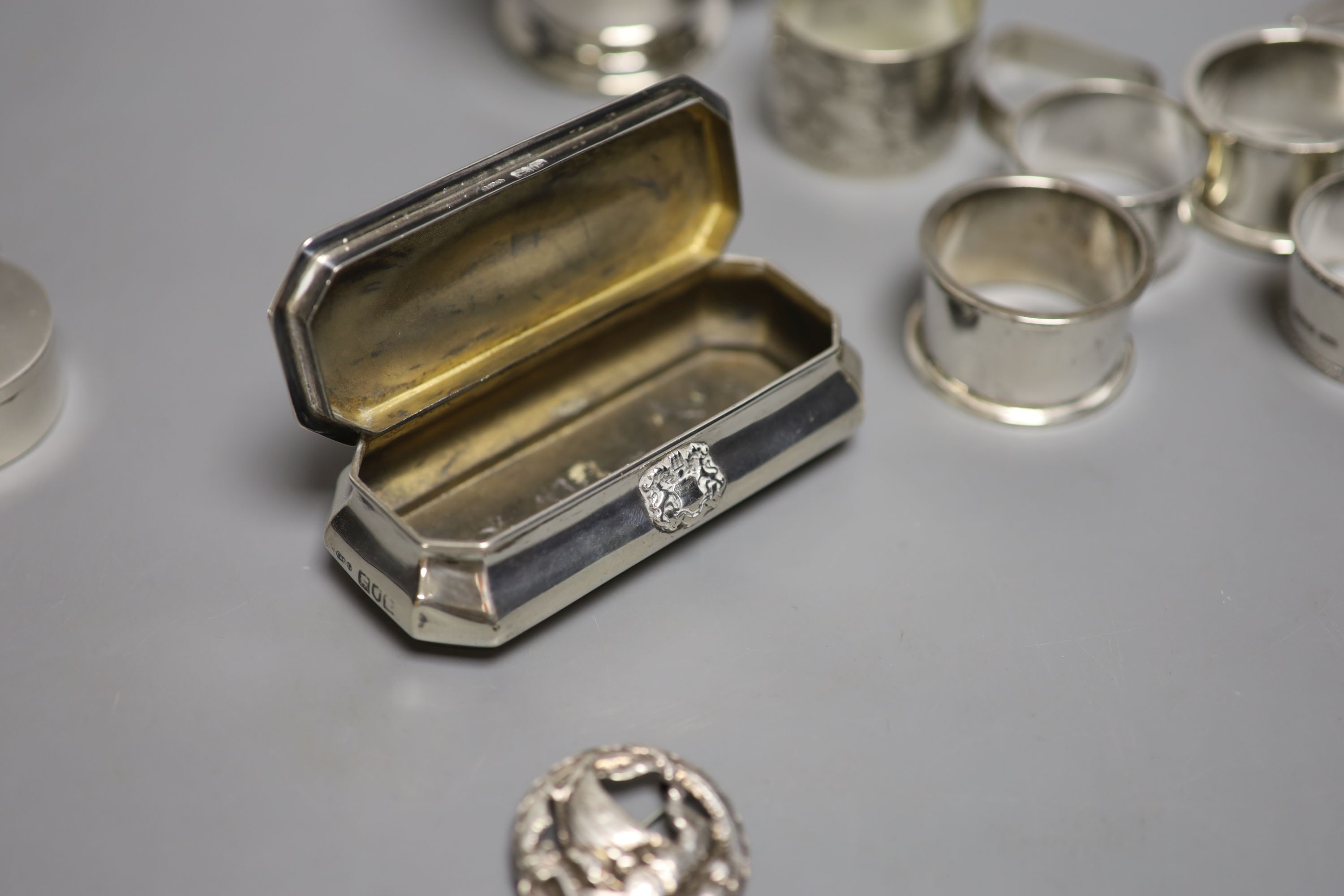 Small silver including a 1930's christening mug, a silver trinket box, five silver napkin rings, a - Image 6 of 6