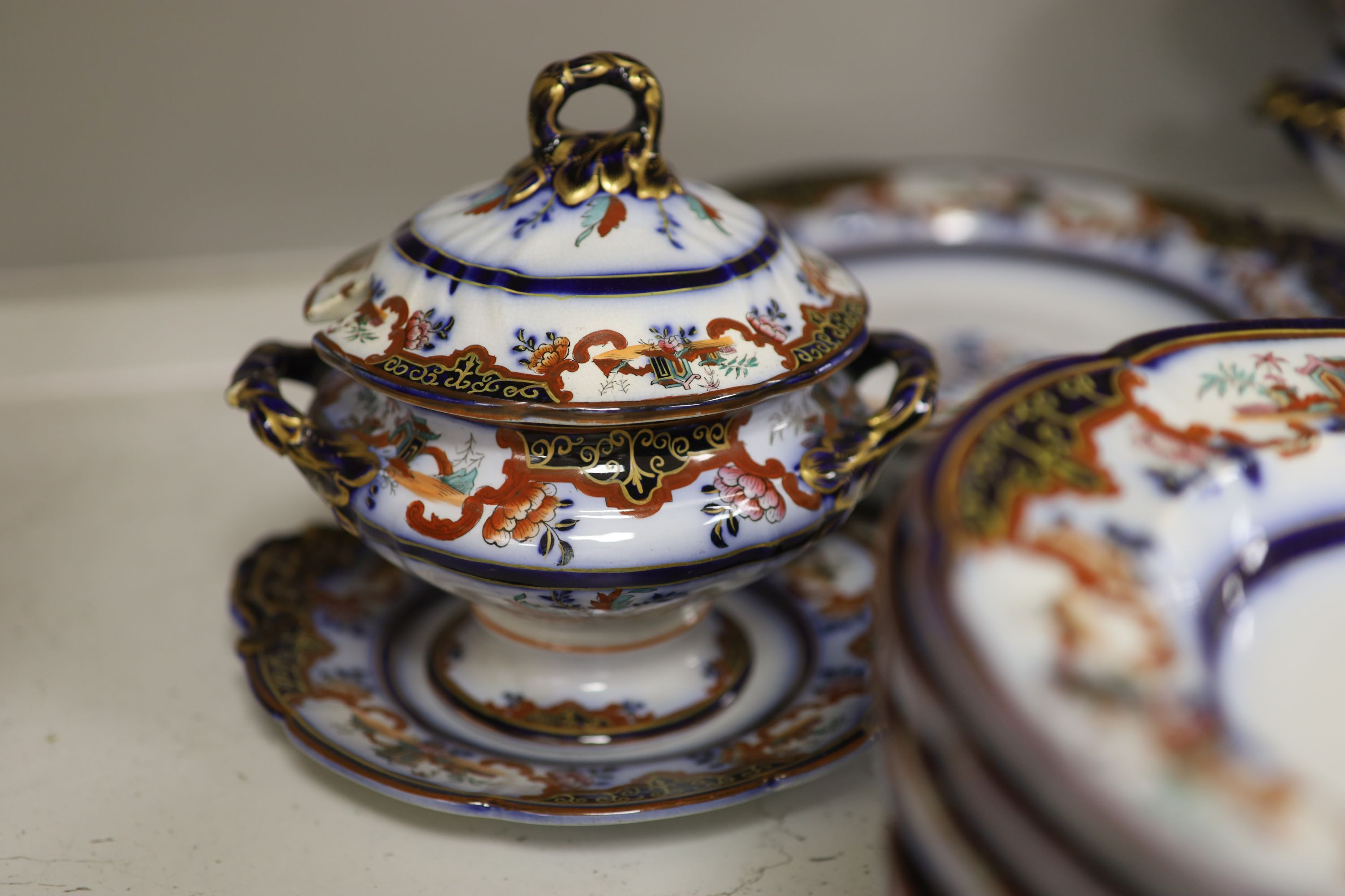 A 19th century earthenware dinner service - Image 5 of 7
