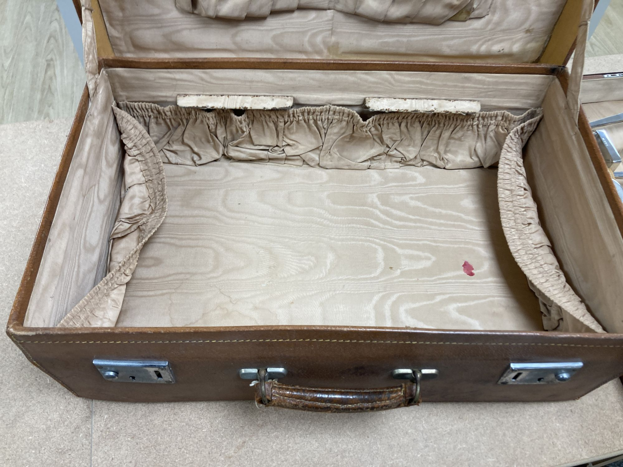 A 1930's Art Deco leather travelling toilet case, containing eleven silver mounted jars, mirror, and - Image 3 of 4