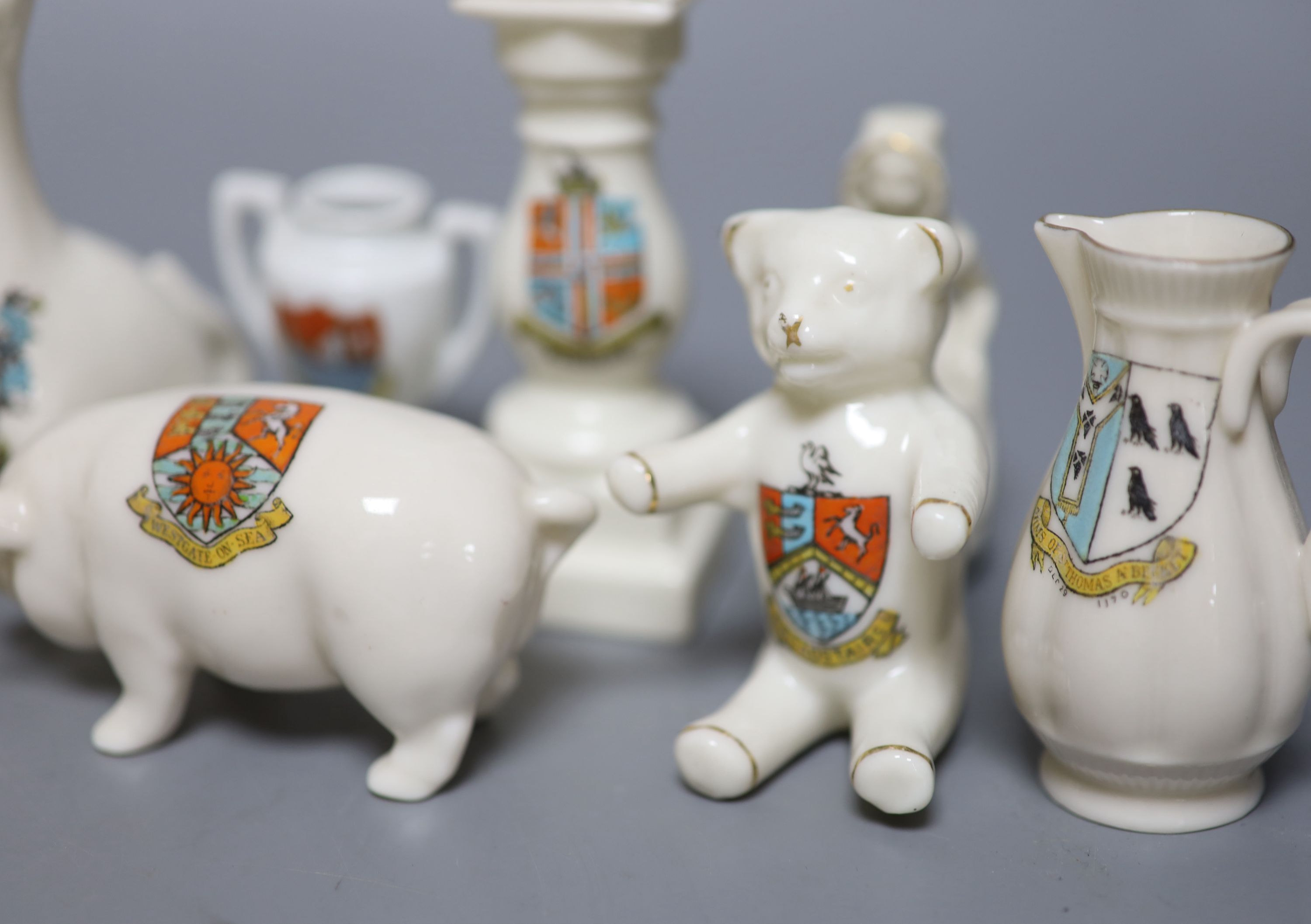 A small collection of crested china - Image 6 of 9