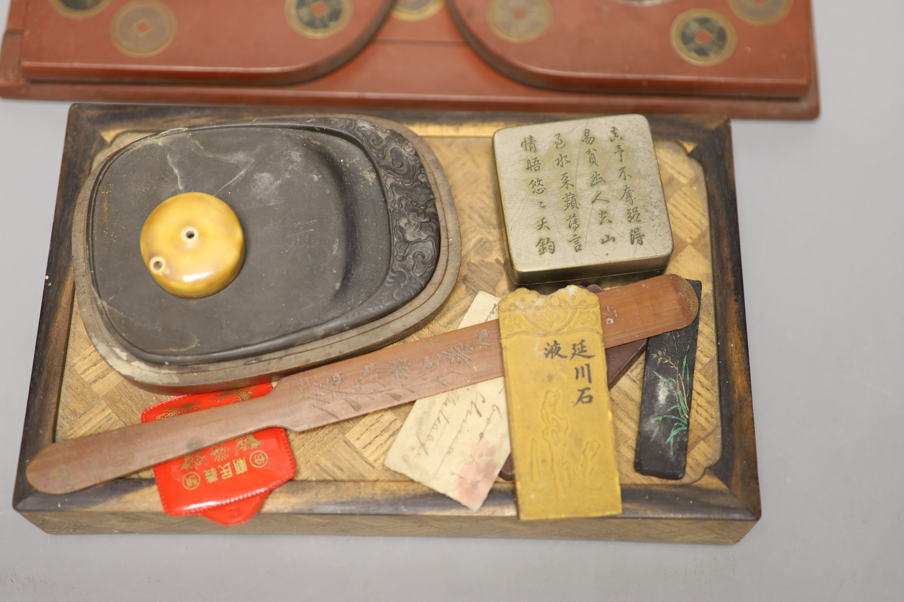 A group of Chinese and Japanese objects, 19th/20th century, including an inscribed ink box an - Image 9 of 17