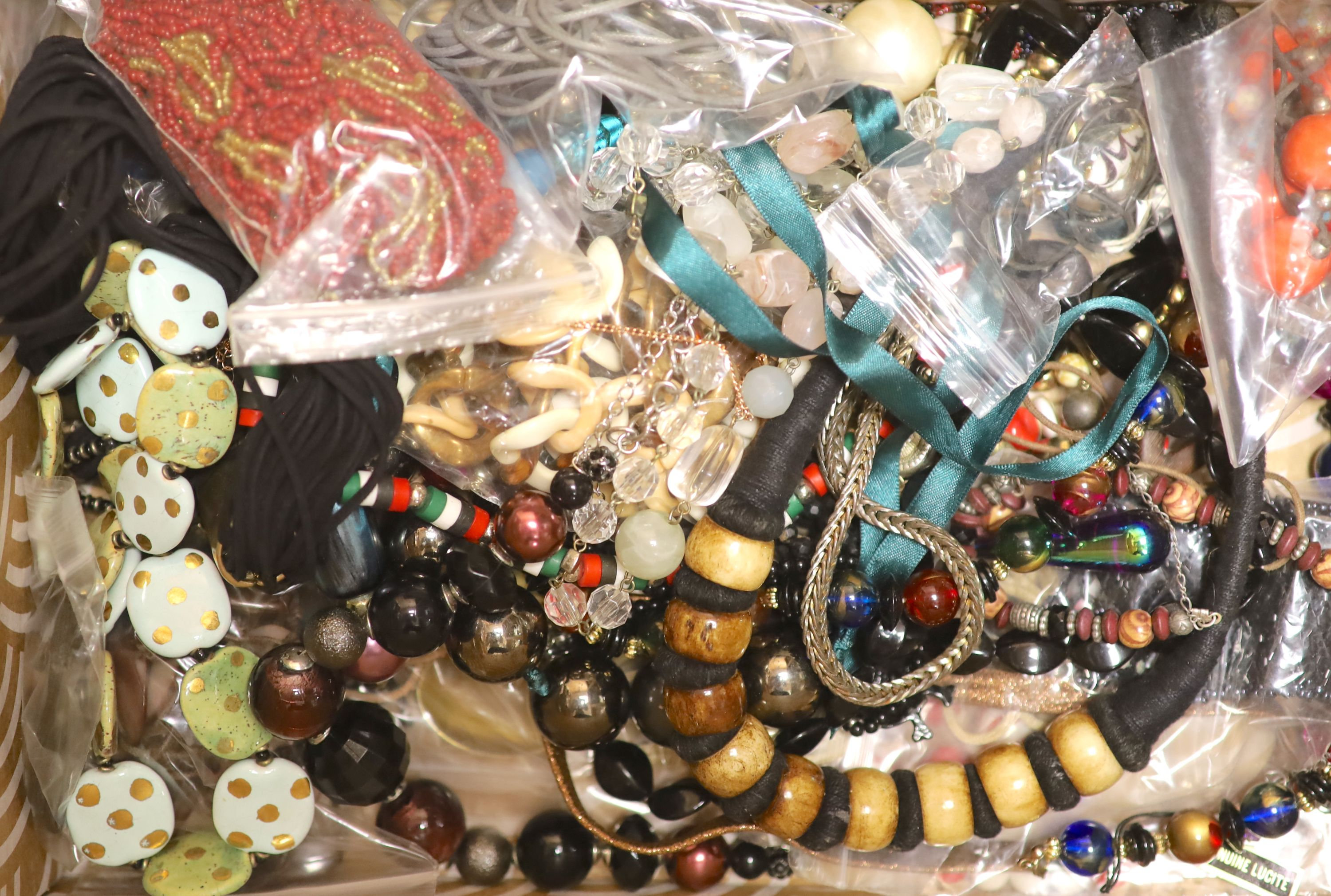 A quantity of assorted costume jewellery. - Image 2 of 2