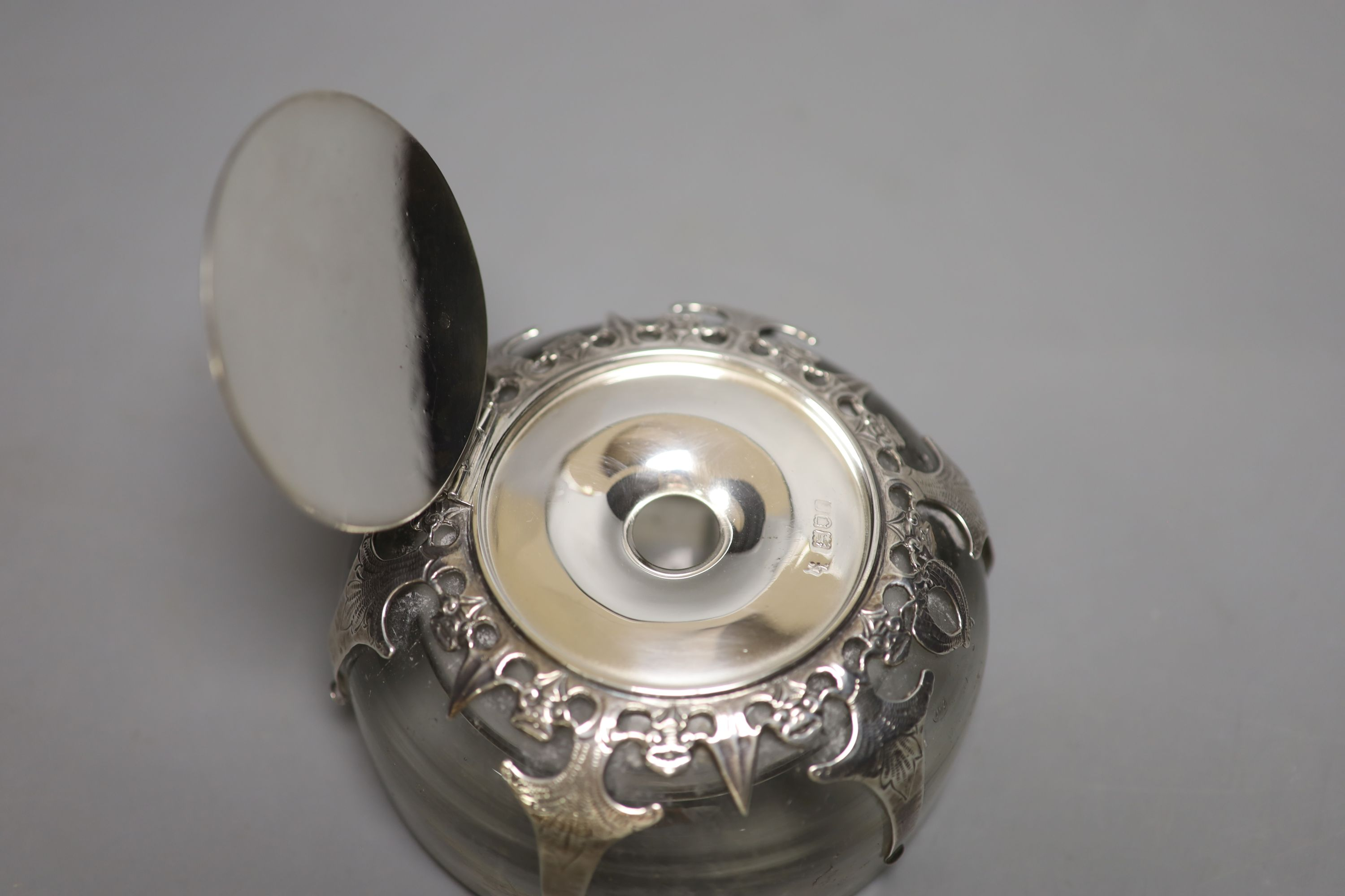An Edwardian silver mounted domed glass inkwell, London, 1901, base diameter 12.3cm. - Image 3 of 4