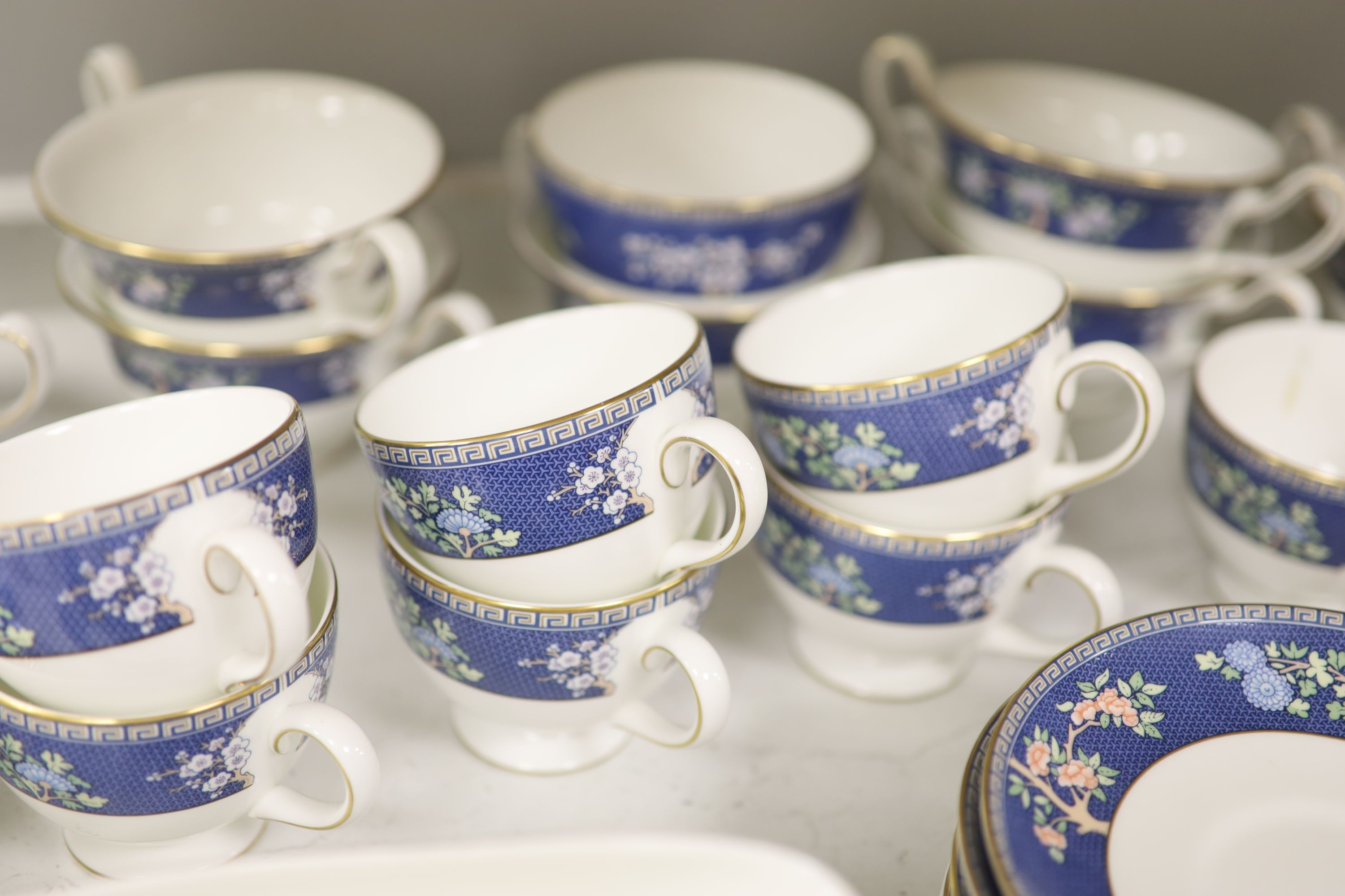 """A Wedgwood bone china """"Blue Siam"""" tea and dinner service - Image 5 of 6"""