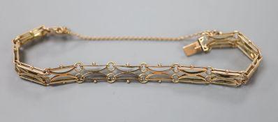 A 10ct yellow metal gatelink bracelet, approx. 16.5cm, 9.6 grams.