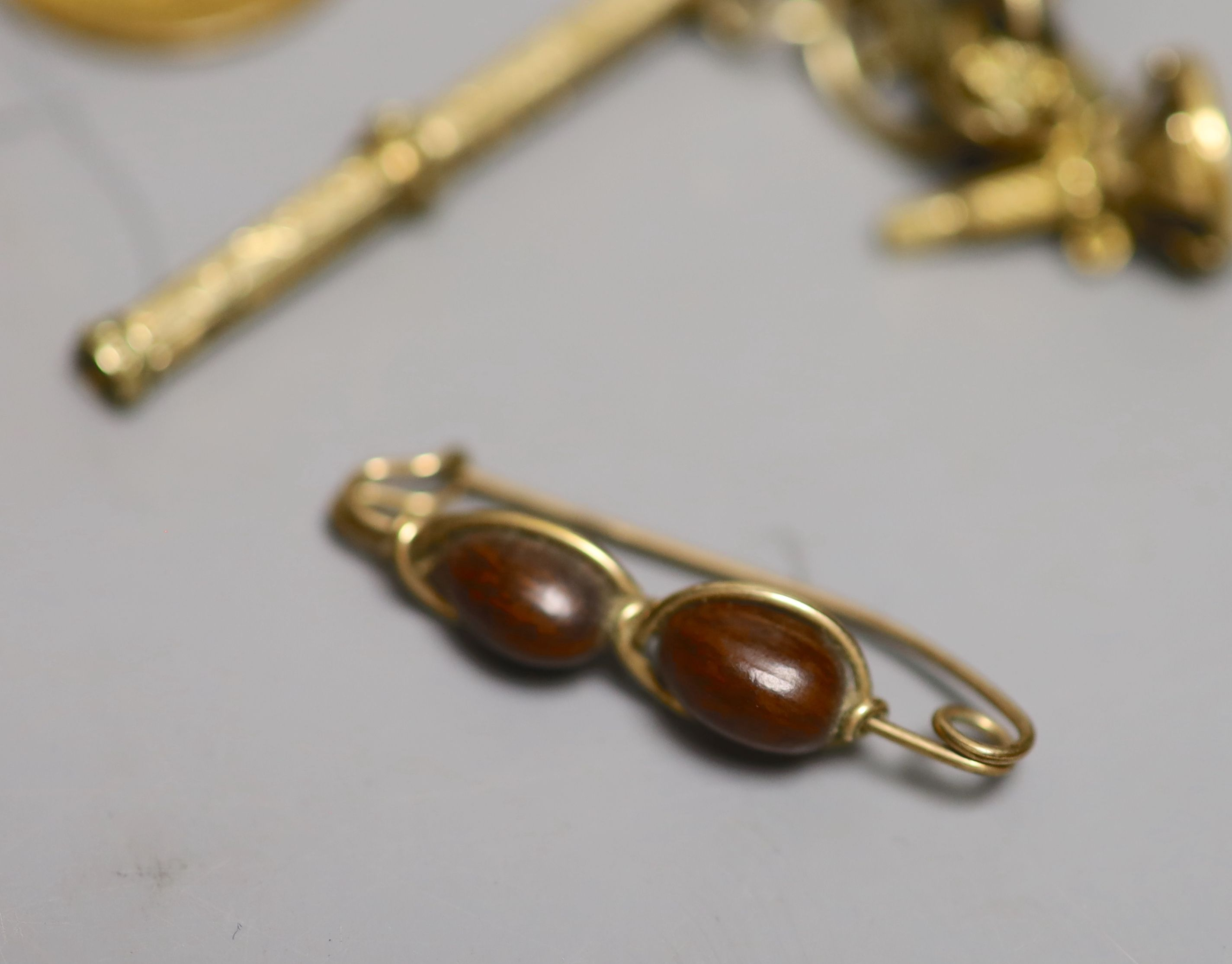A small group of 19th century and later jewellery, including yellow metal overlaid and gilt metal - Image 2 of 6