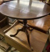 A George III mahogany circular tilt top tea table, 76cm diameter, height 71cm