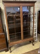 An Edwardian satinwood banded mahogany two door display cabinet, width 126cm, depth 39cm, height