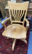 An Edwardian oak swivel desk chair, width 59cm, depth 49cm, height 98cm
