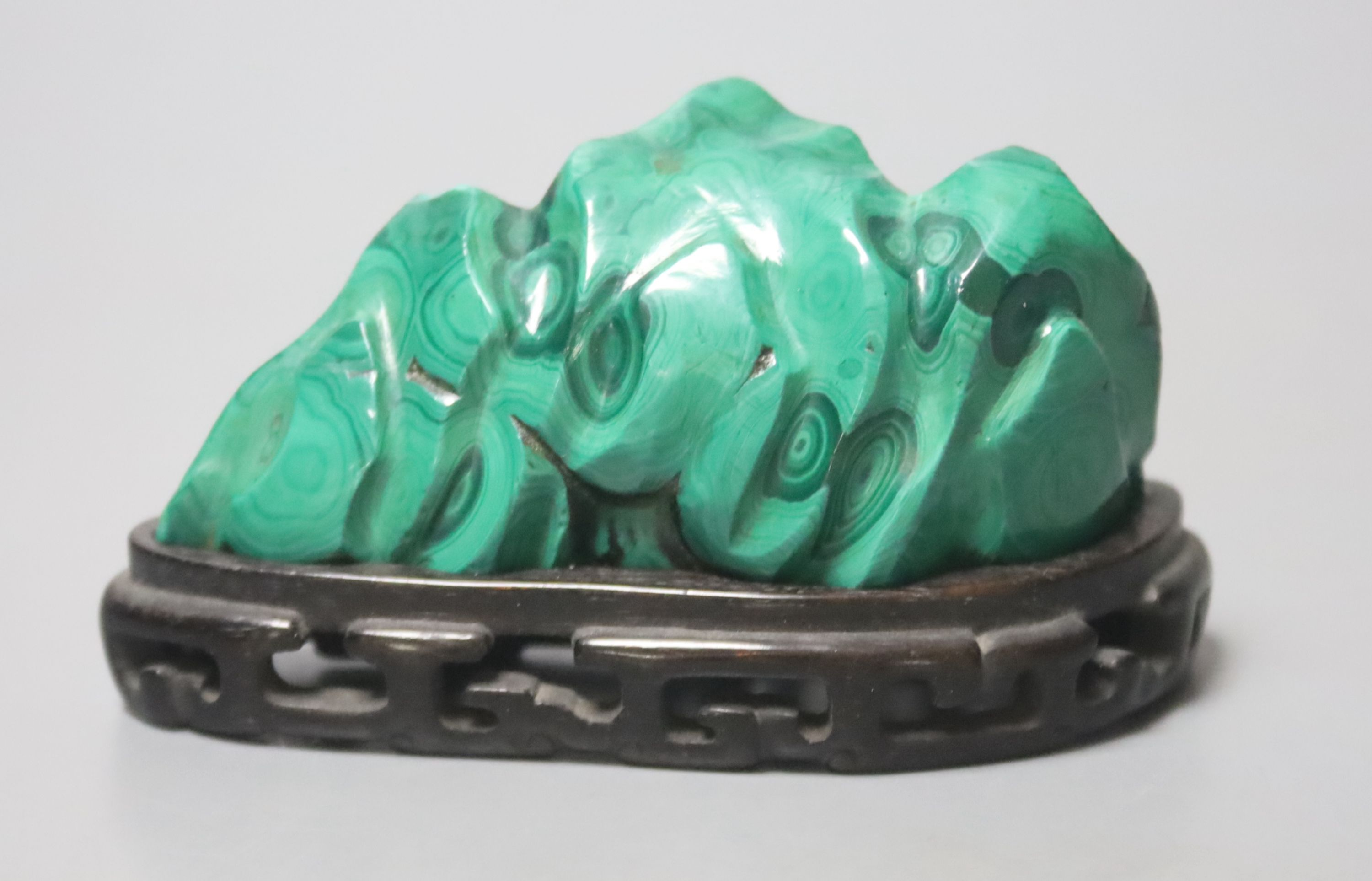 A Chinese malachite brush rest, Qing dynasty, 9.5cm wide - Image 2 of 2