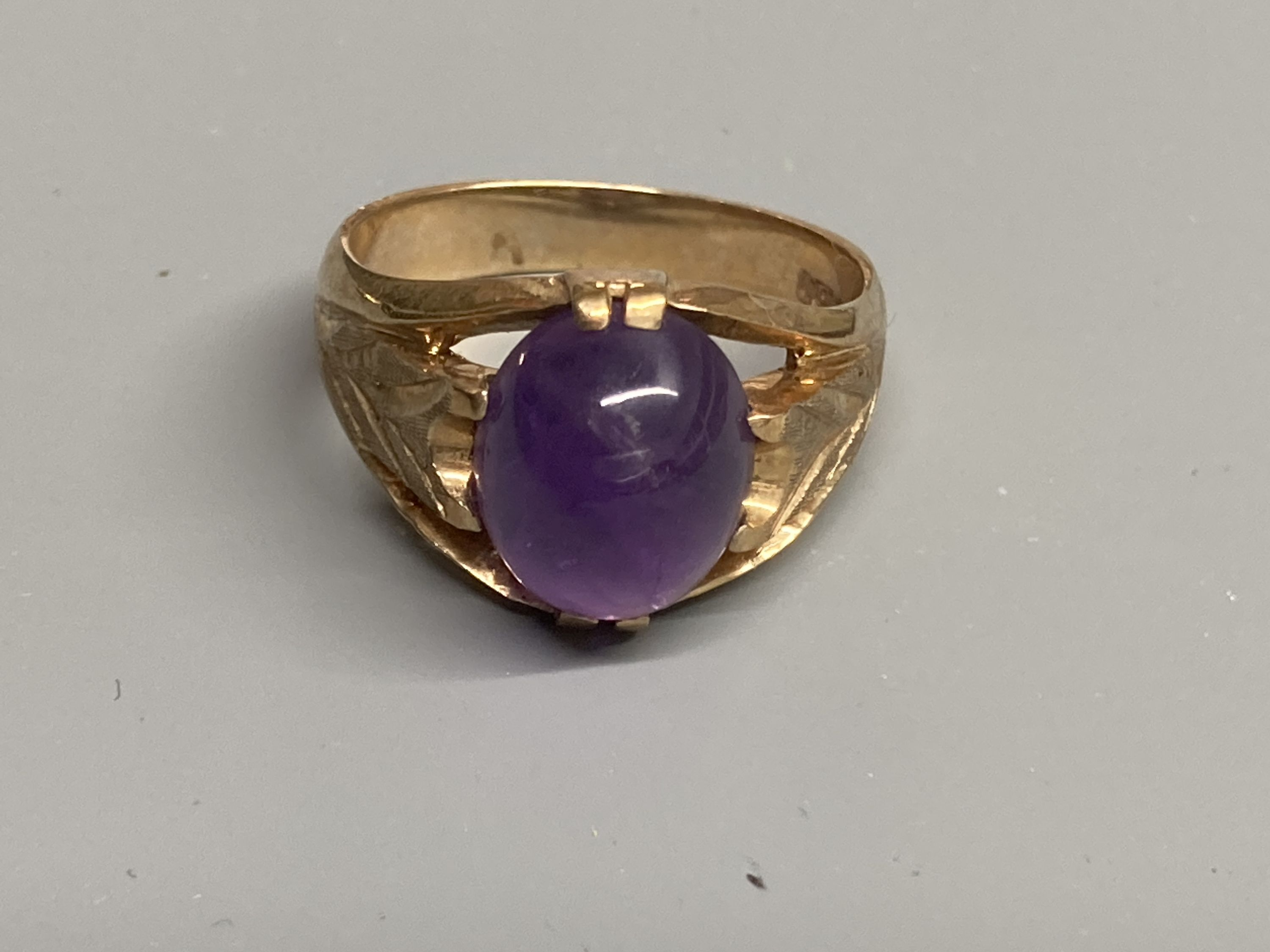 Two modern 9ct gold and cabochon amethyst set dress rings, sizes Q/R & T,gross 11.6 grams. - Image 3 of 4