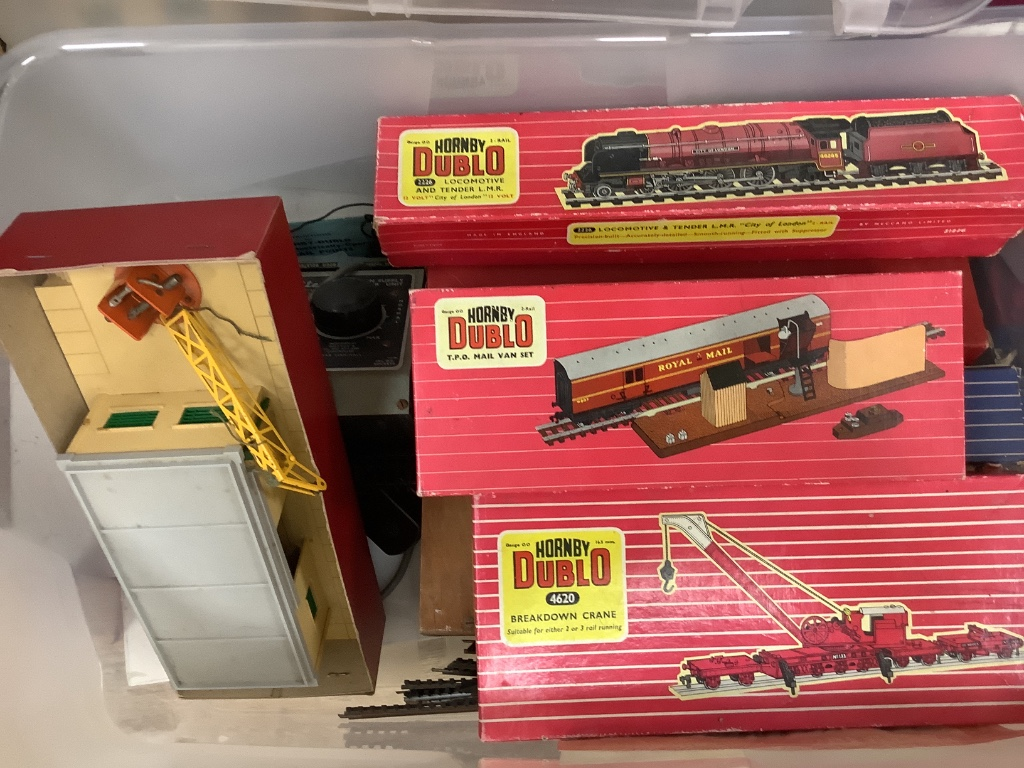 A Hornby Dublo 2226 City of London locomotive and tender, and an assortment of two-rail accessories - Image 2 of 3
