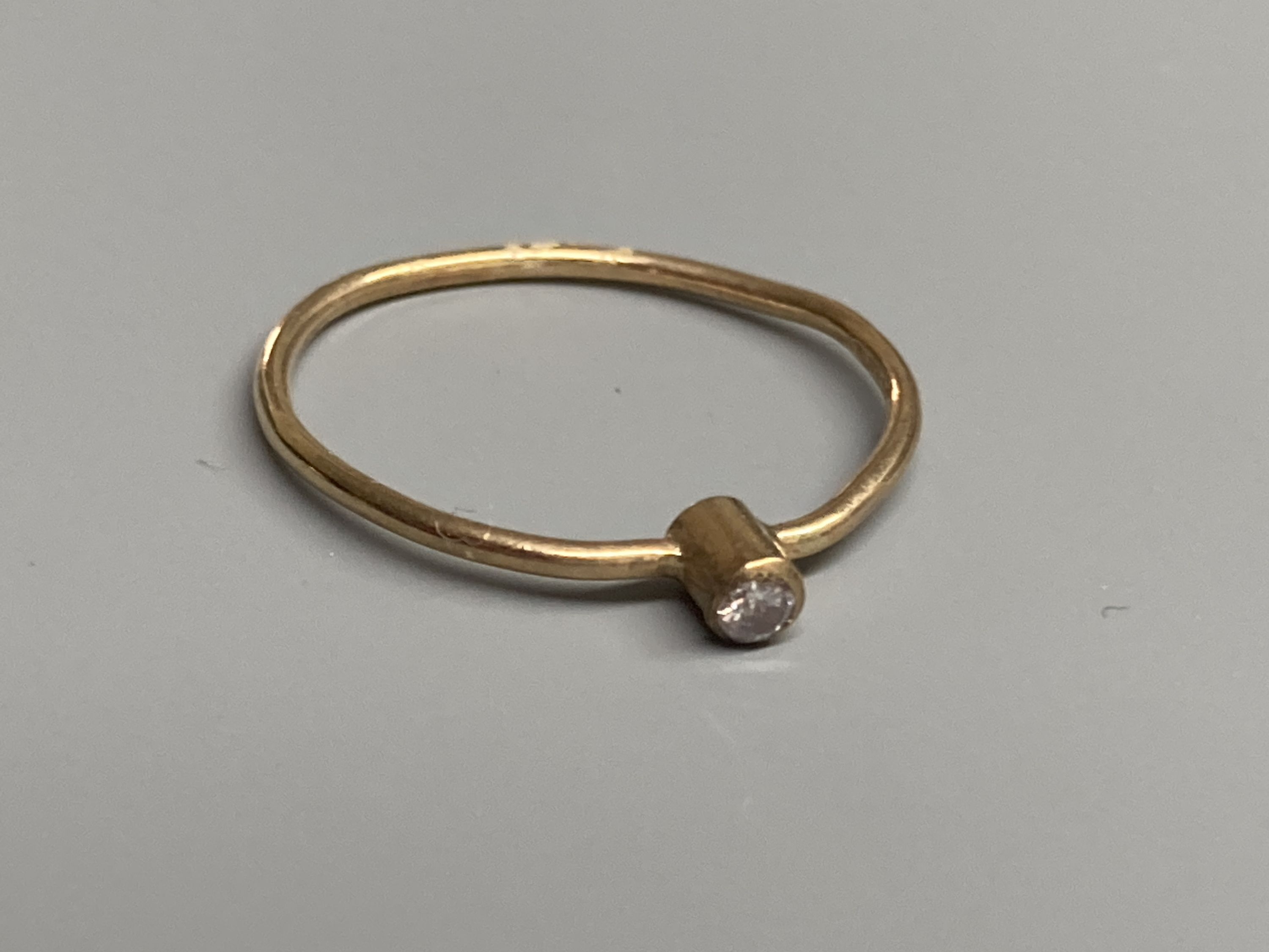 Four assorted modern 9ct gold and gem set rings, a 9ct gold signet ring(cut) and a white metal - Image 4 of 7