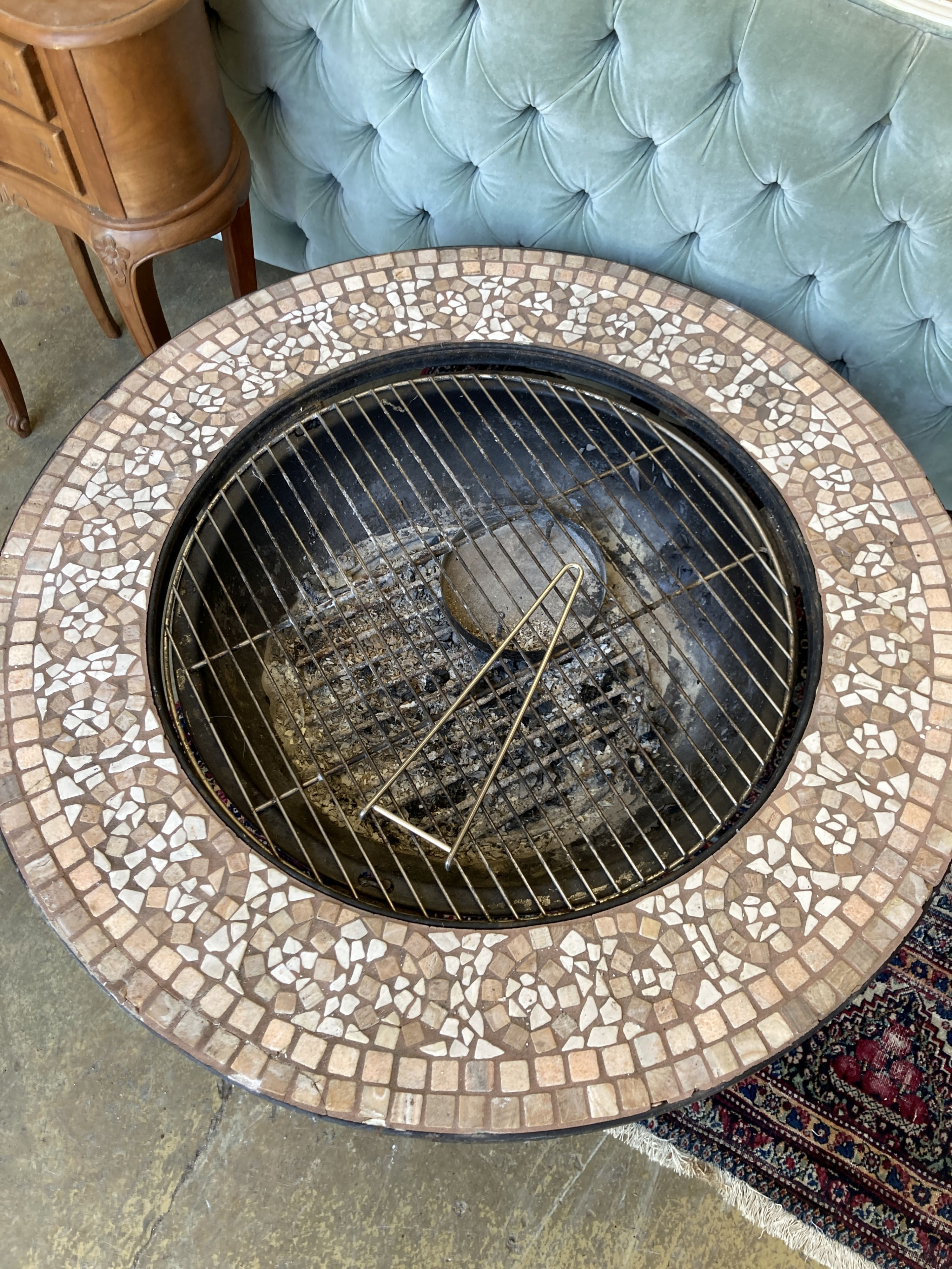 A mosaic top firepit - Image 3 of 4