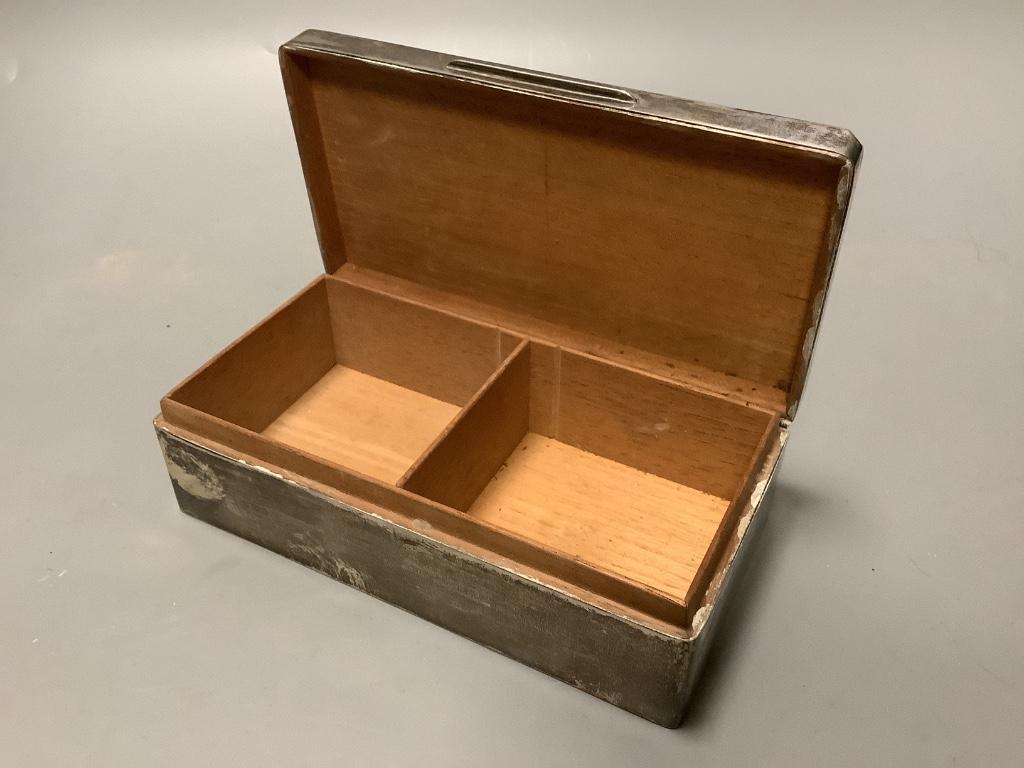 A George V engine turned silver rectangular cigarette box, Birmingham 1928,17.3 cm. - Image 2 of 3