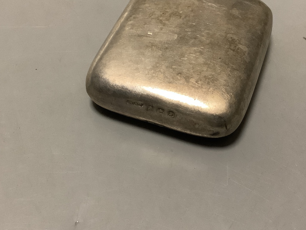 A George V small silver hip flask Birmingham 1914, 78 mm. - Image 3 of 3