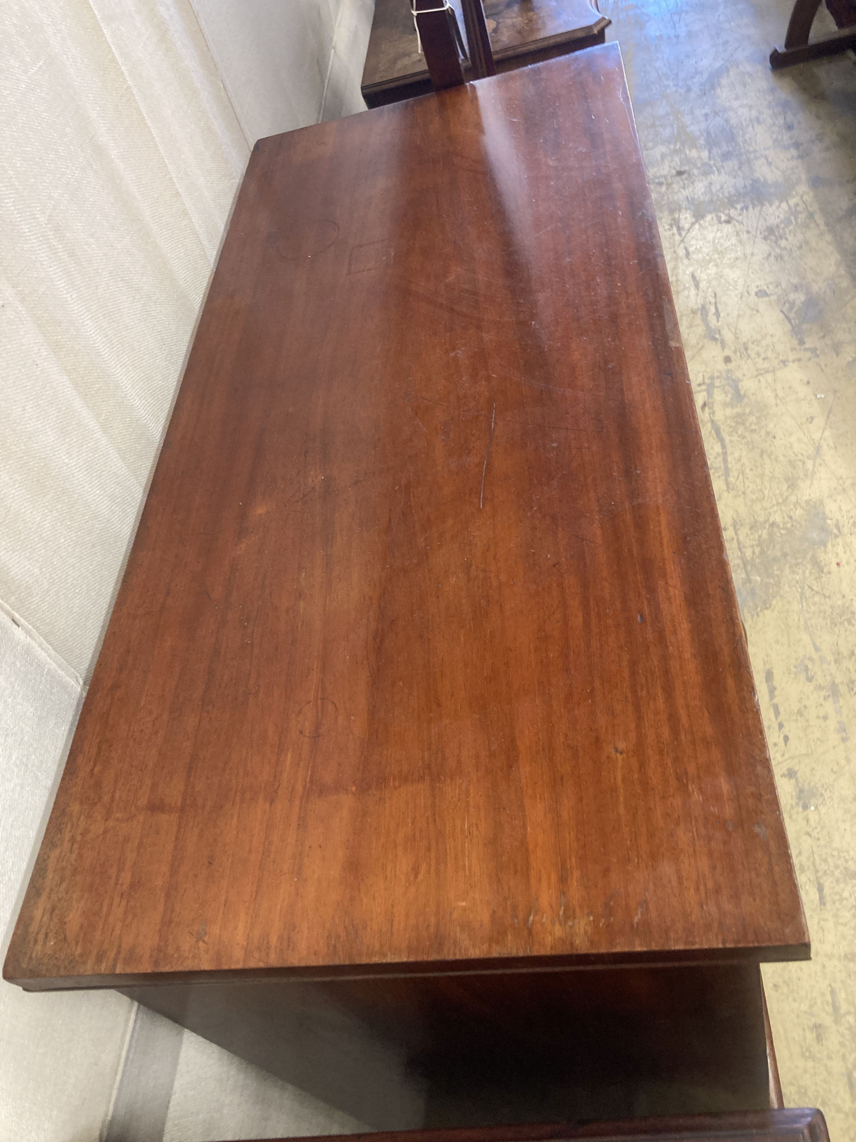 A Victorian mahogany chest of drawers, width 109cm, depth 50cm, height 112cm - Image 2 of 5