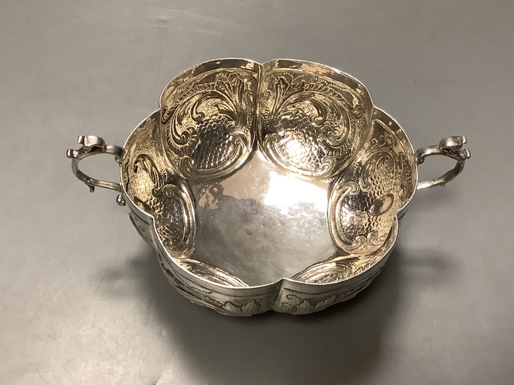 A late 19th century Hanau lobed silver two handled bowl, import marks for London, 1895, diameter - Image 2 of 4