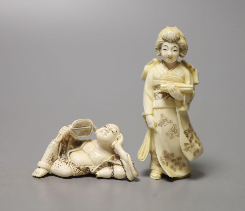 A Japanese ivory figure of a bijin and an ivory netsuke of Hotei, early 20th century, okimono 8cm