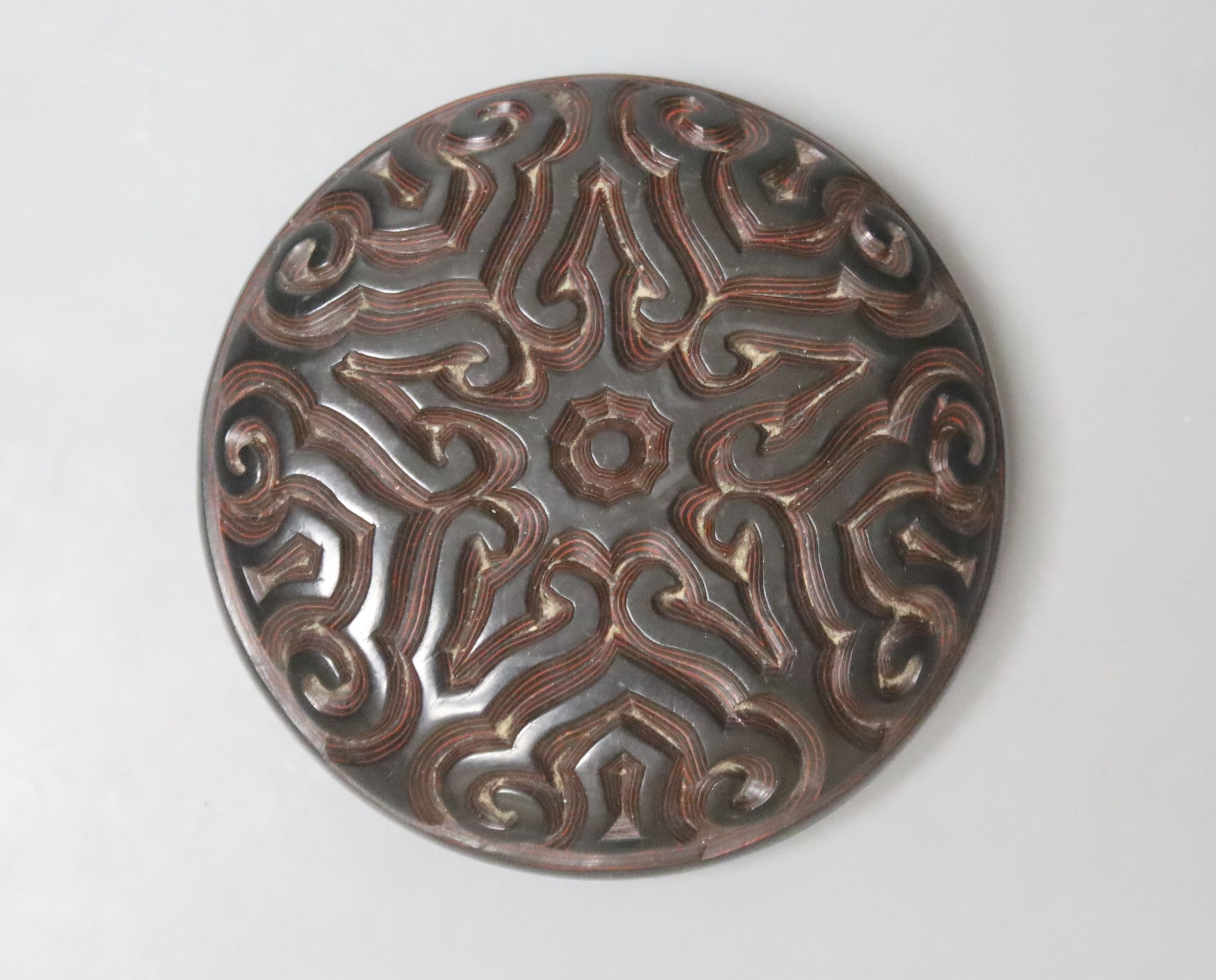 A Chinese 'tixi' lacquer circular box and cover, 8cm diameter
